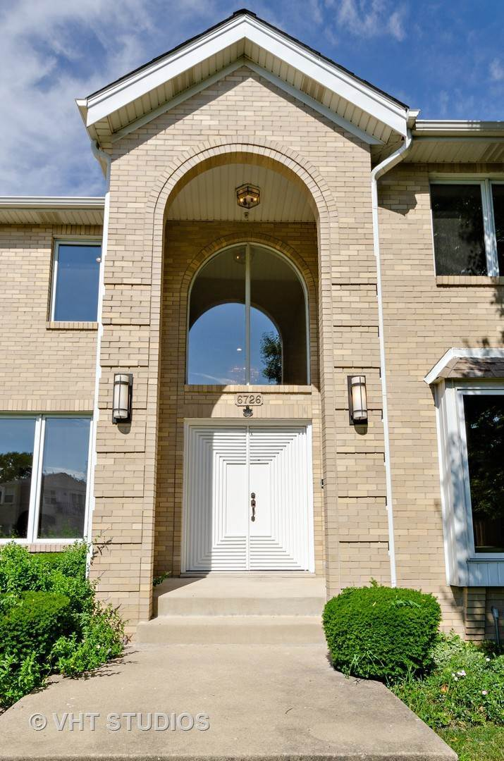 Single Family Homes for Sale at 6726 N Keating Avenue Lincolnwood, Illinois 60712 United States