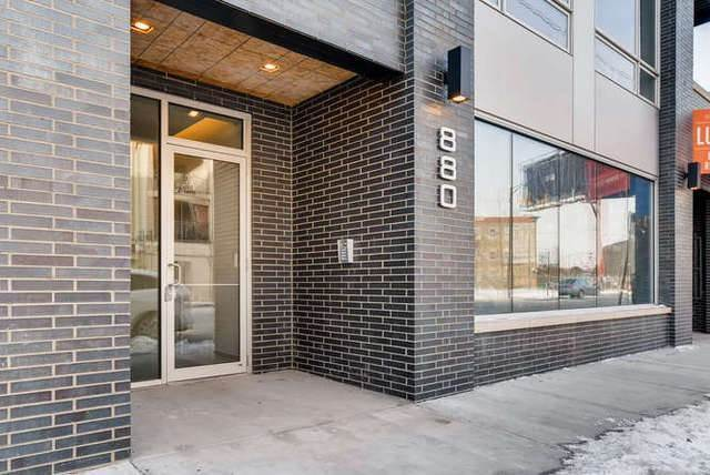 Commercial for Sale at 880 N Milwaukee Avenue Chicago, Illinois 60642 United States