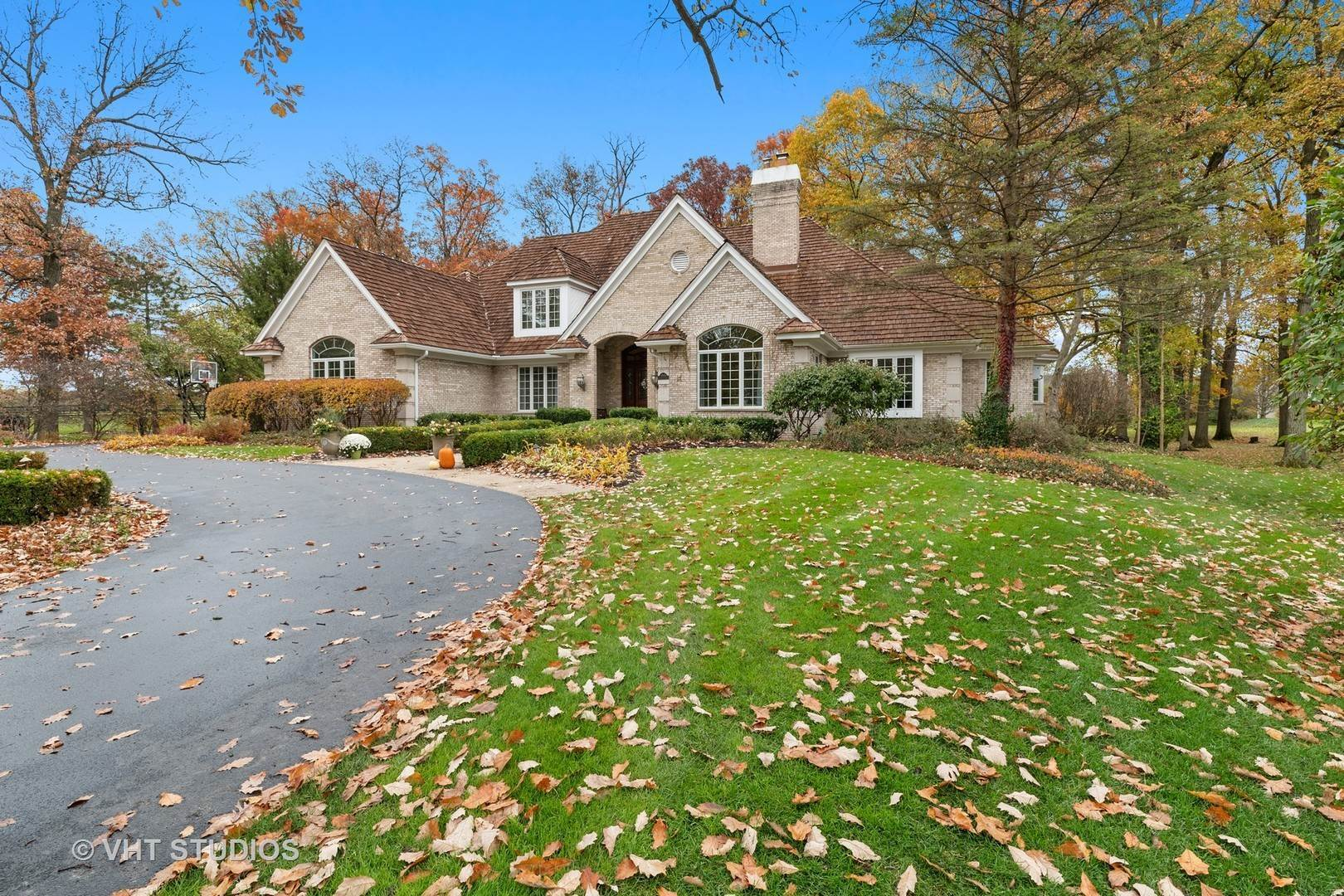 Single Family Homes for Sale at 2021 Tremont Court Libertyville, Illinois 60048 United States