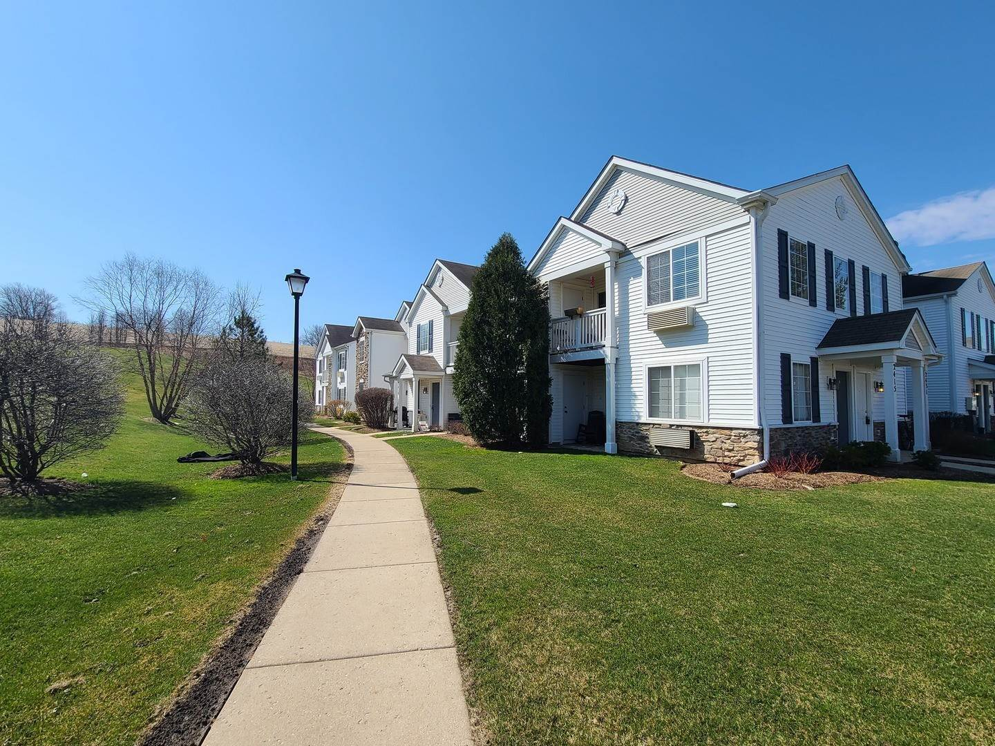 Residential Lease at 2431 Silverstone Drive Carpentersville, Illinois 60110 United States