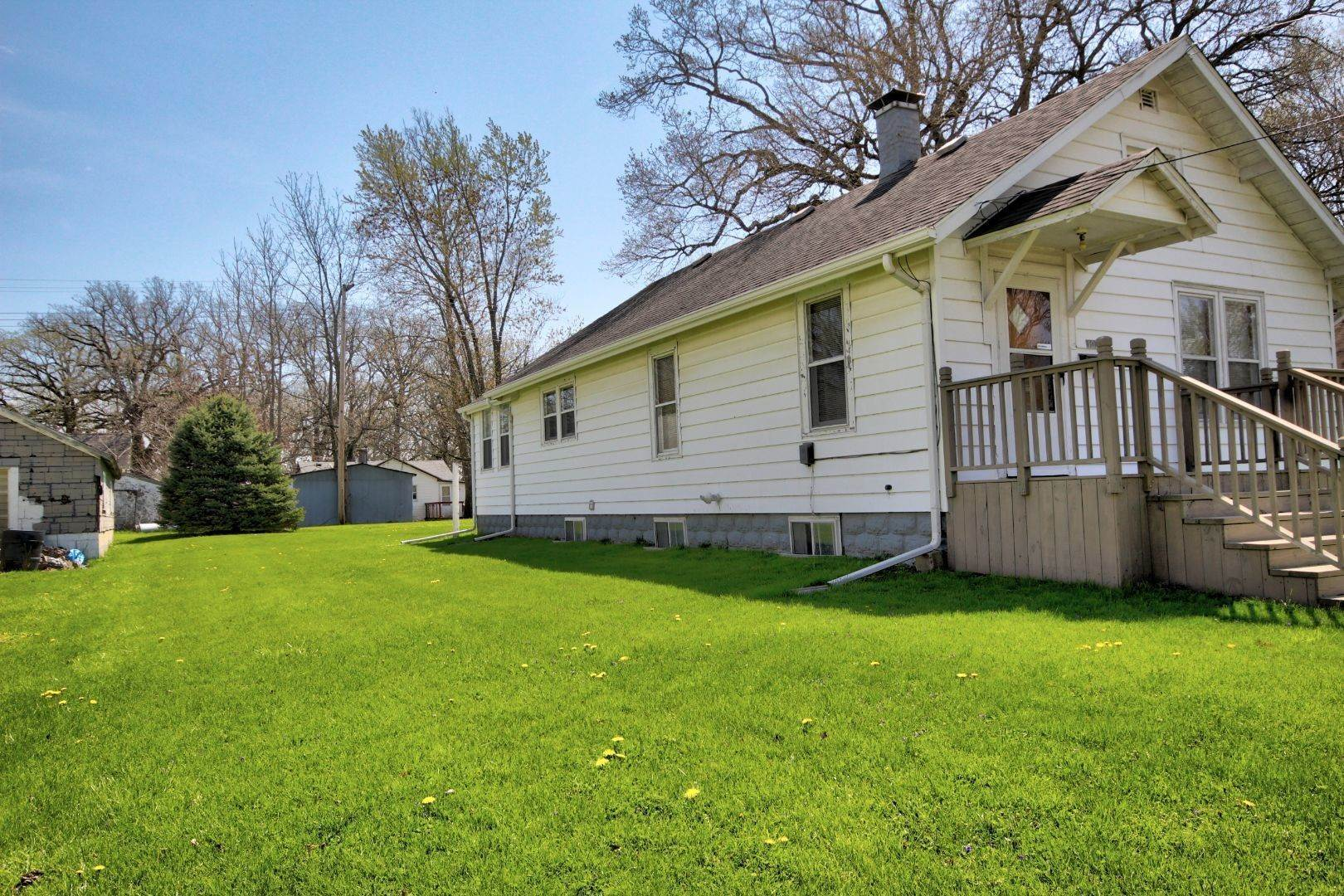 Single Family Homes for Sale at 107 S Mansfield Avenue Milford, Illinois 60953 United States