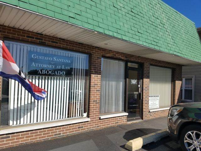 Commercial الساعة 840 W Main Street St. Charles, Illinois 60174 United States
