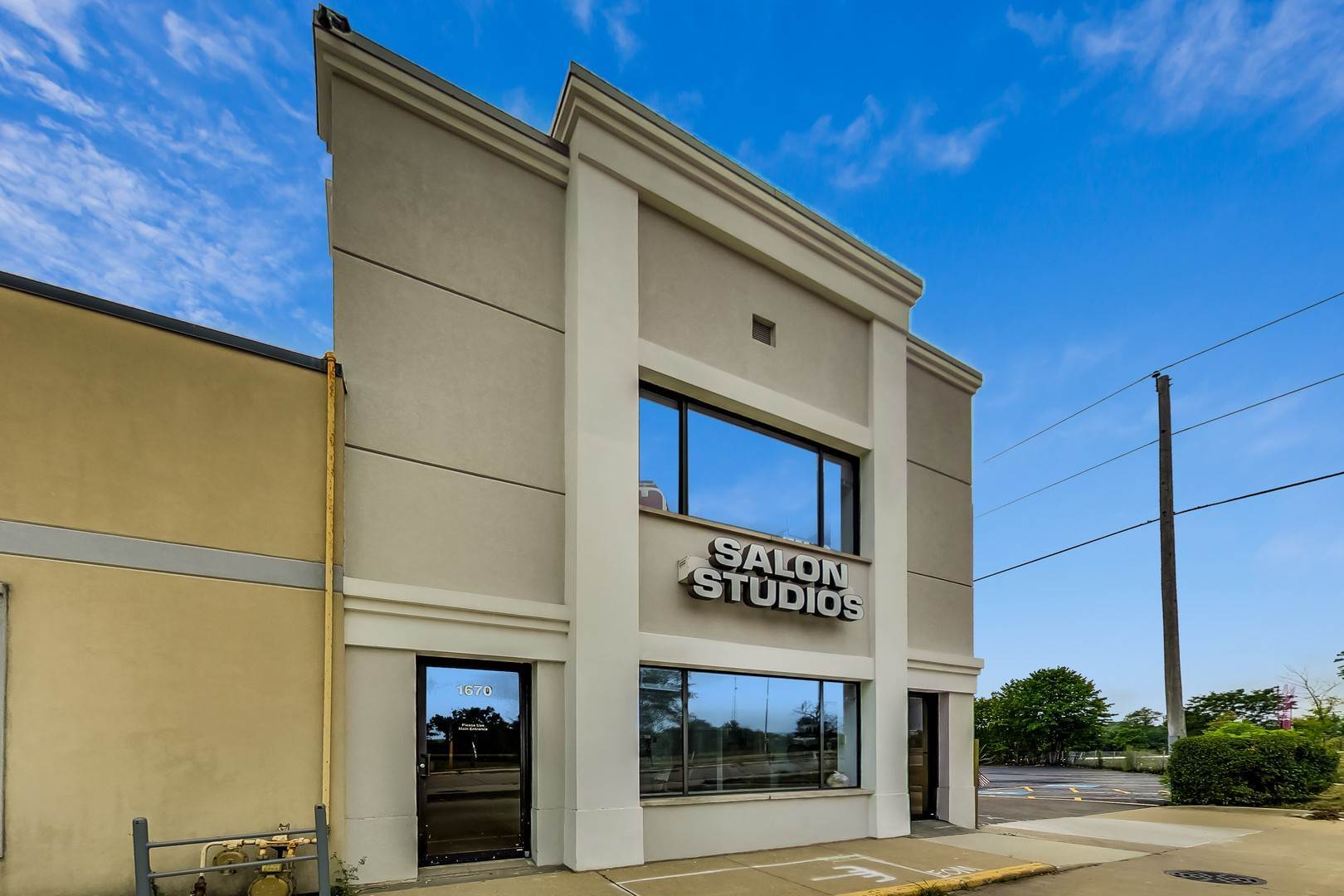 Commercial for Sale at 1670 Willow Road Northfield, Illinois 60093 United States