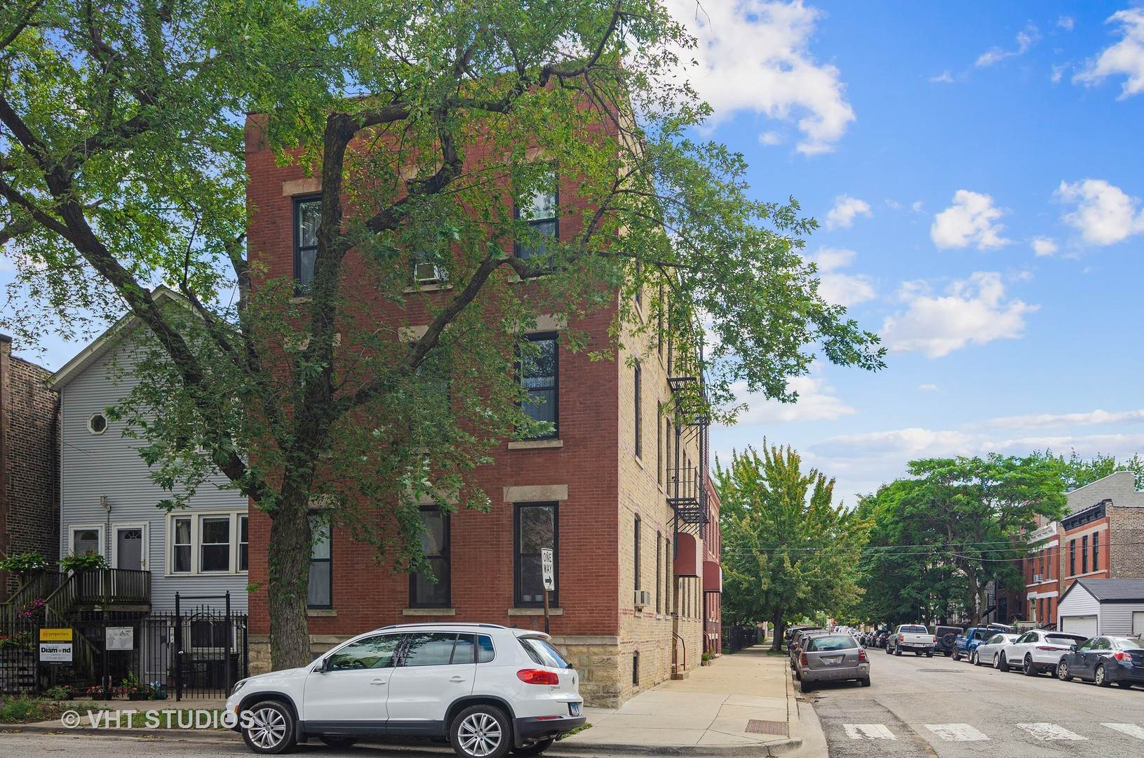 Commercial for Sale at 537 N Claremont Avenue Chicago, Illinois 60612 United States