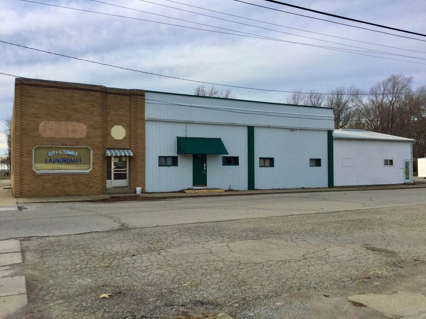 Commercial for Sale at 101 N Don Ryan Street Hammond, Illinois 61929 United States