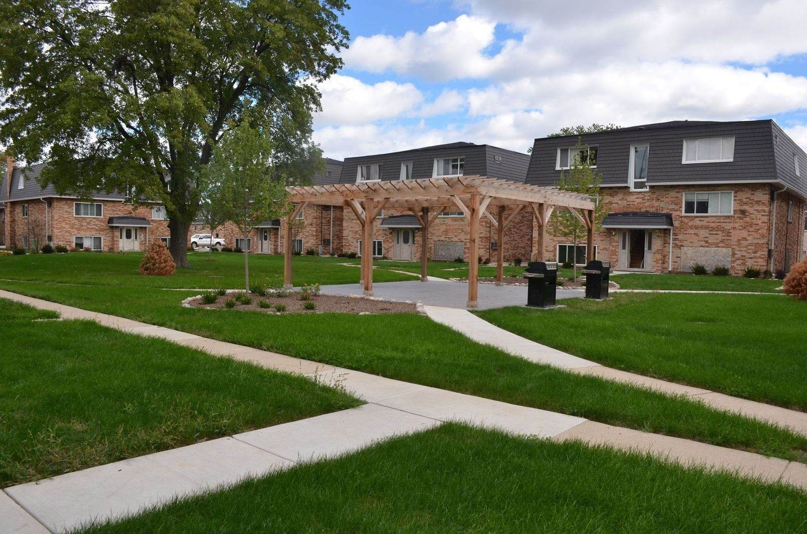 Residential Lease الساعة 10020 Holly Lane Des Plaines, Illinois 60016 United States