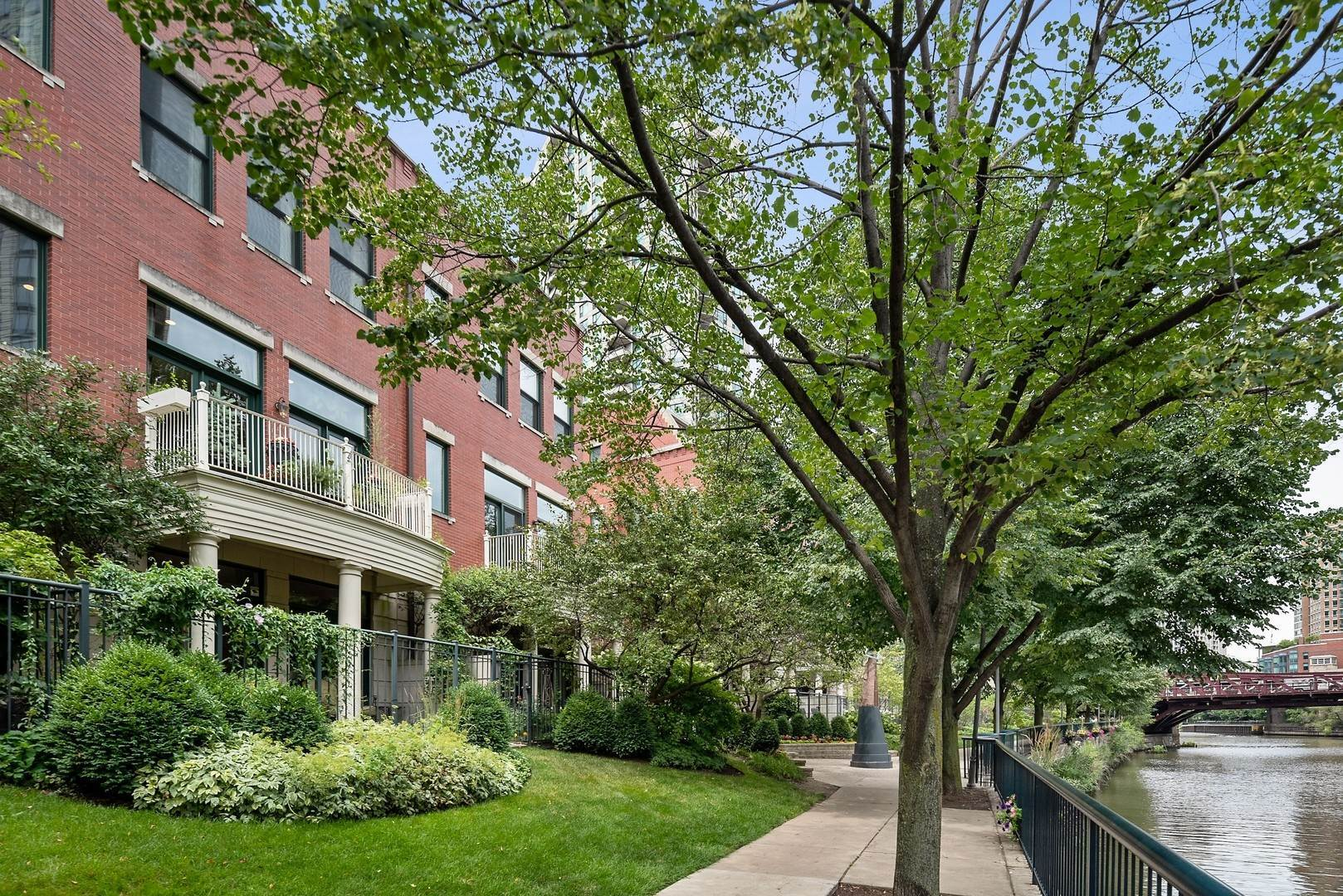 Single Family Homes for Sale at 449 N Canal Street Chicago, Illinois 60654 United States