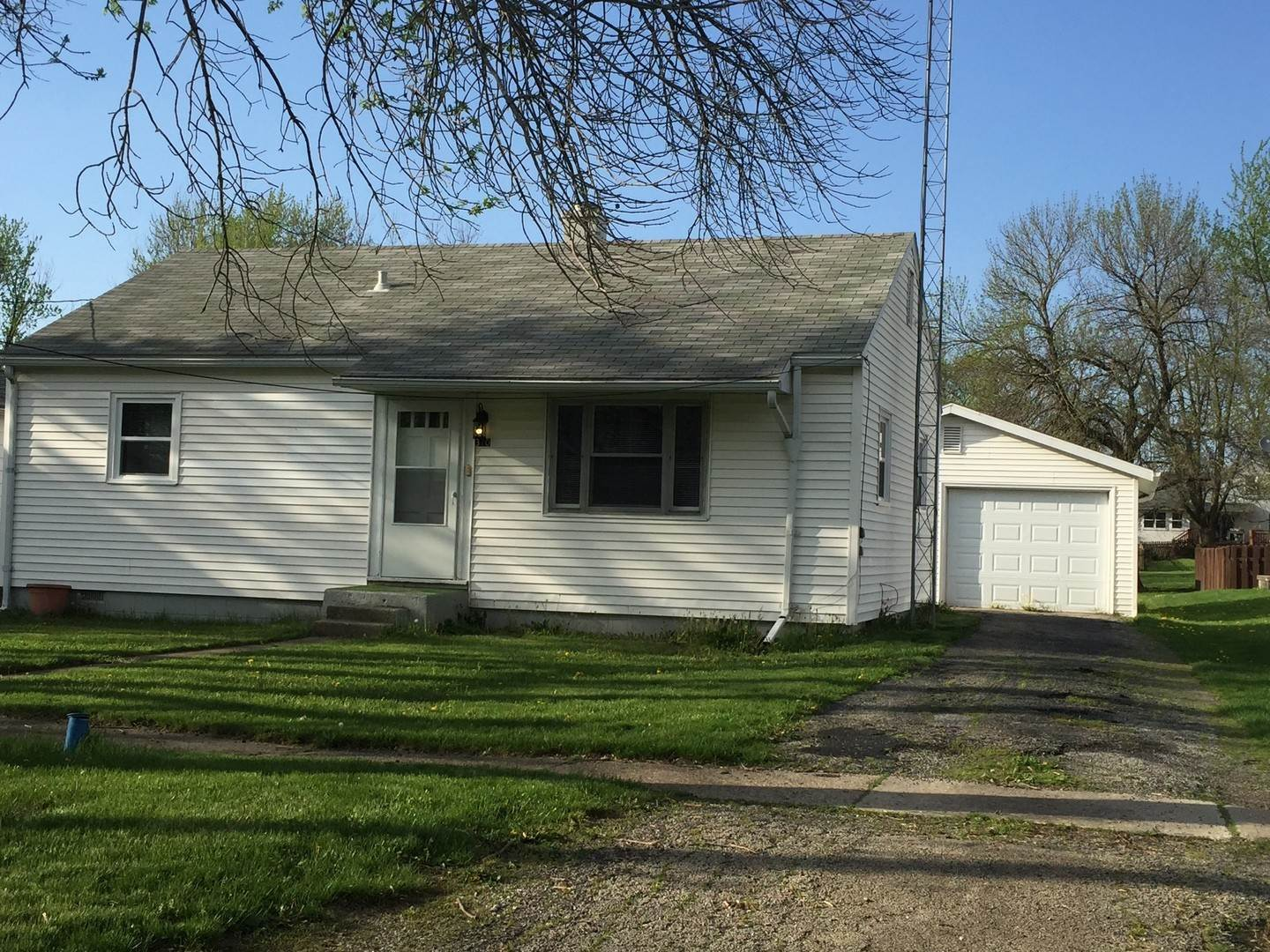 Single Family Homes for Sale at 310 E Main Street Buckley, Illinois 60918 United States