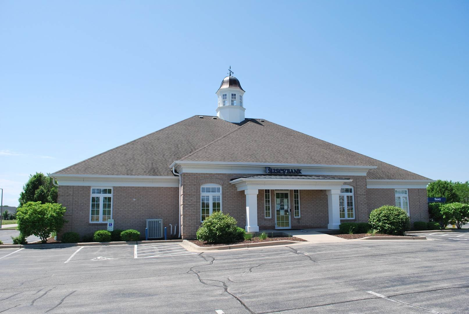 Commercial for Sale at 1396 Heritage Drive Morris, Illinois 60450 United States