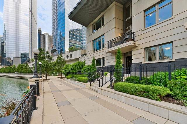 Single Family Homes for Sale at 333 N Canal Street Chicago, Illinois 60606 United States
