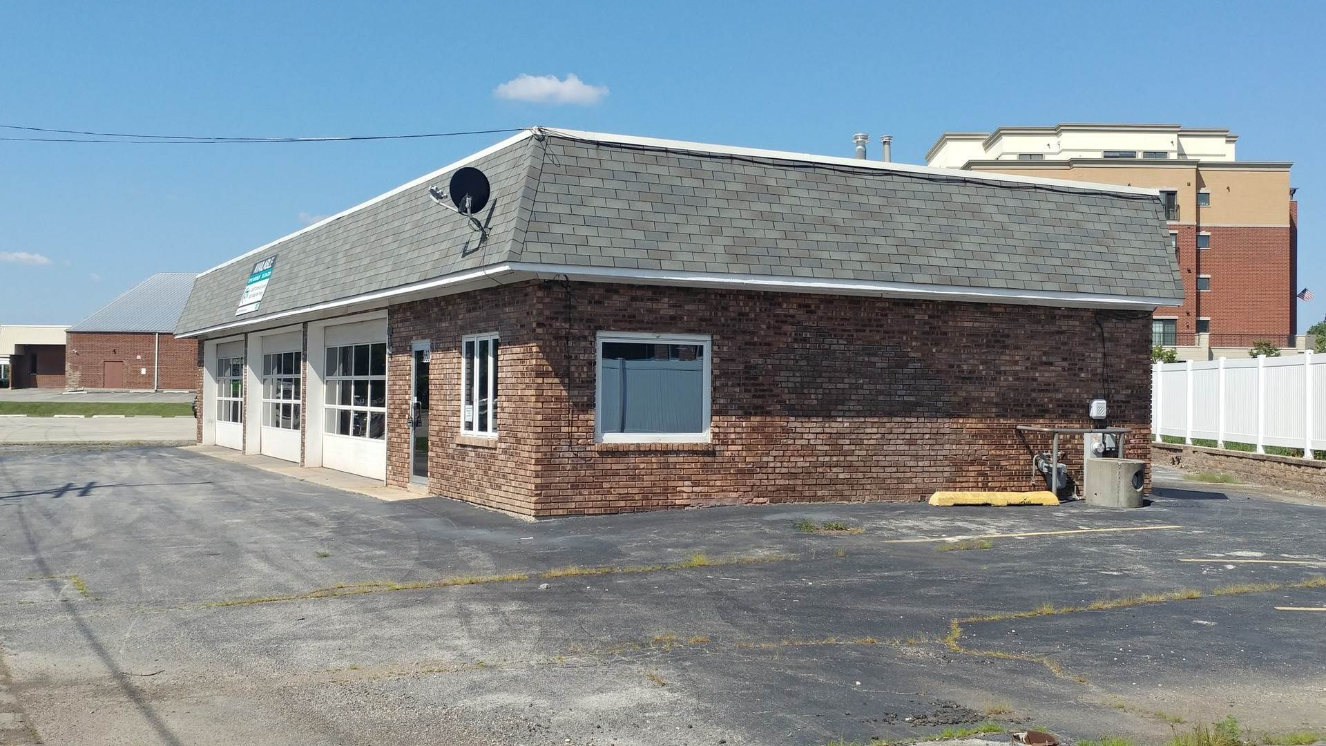 Commercial for Sale at 6501 Joliet Road Countryside, Illinois 60525 United States