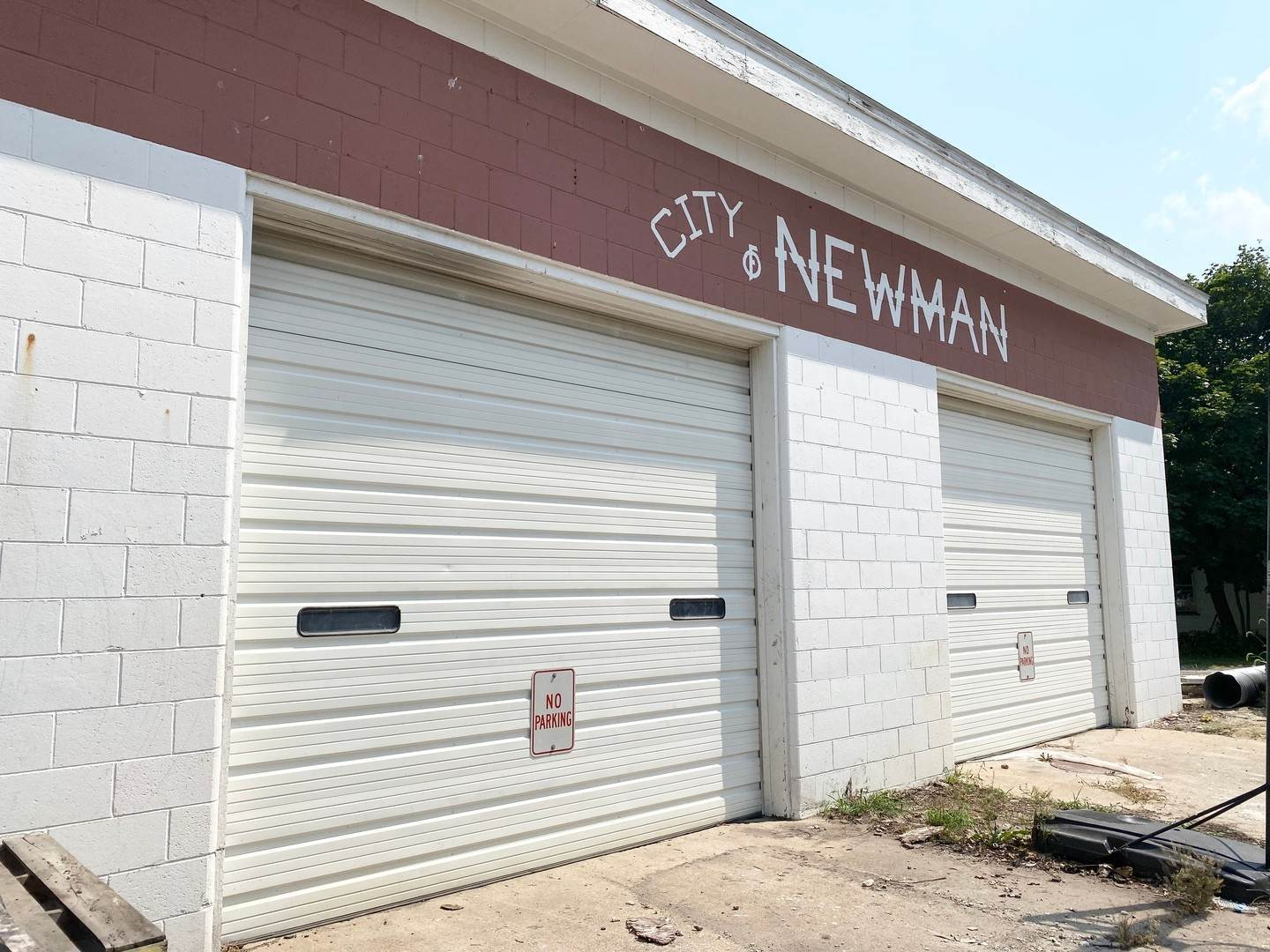 Commercial for Sale at 114 W Yates Street Newman, Illinois 61942 United States