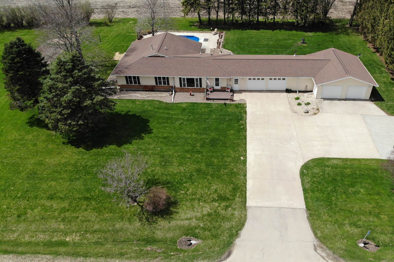 Single Family Homes for Sale at 2100 Il Route 78 N Stockton, Illinois 61085 United States
