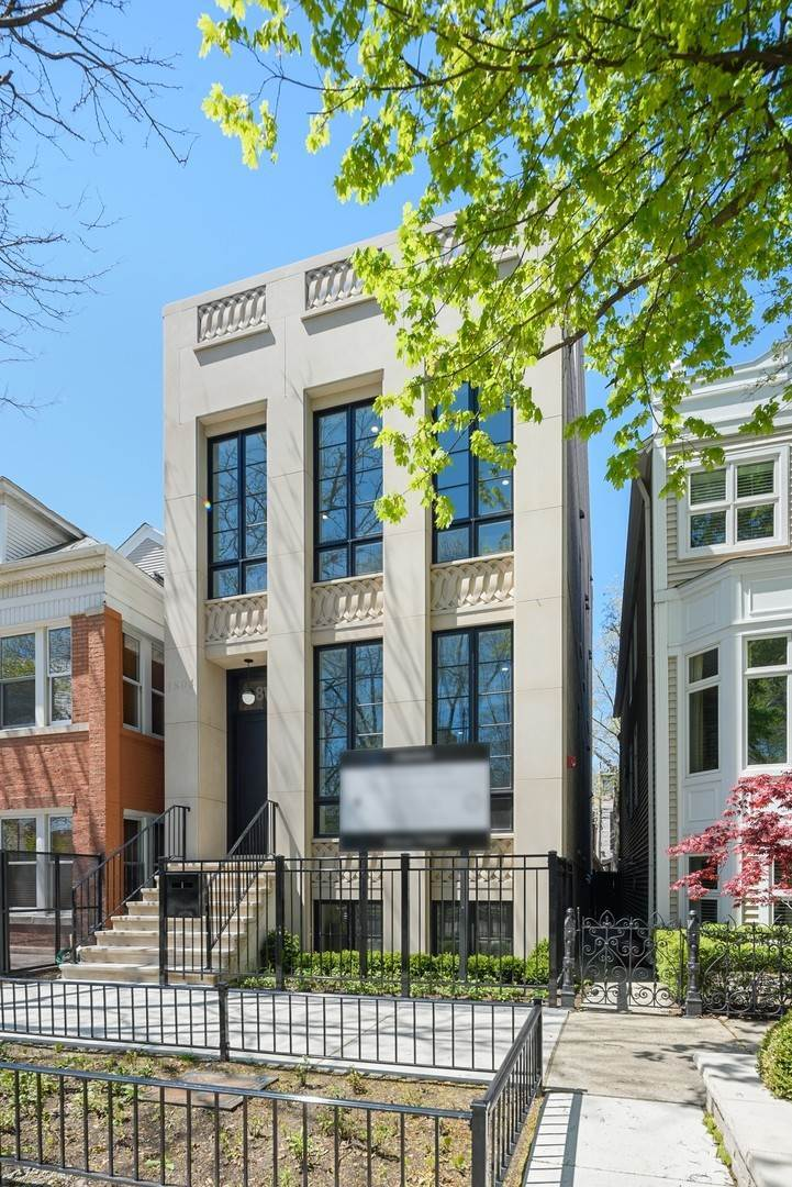 Single Family Homes for Sale at 1804 N Hudson Avenue Chicago, Illinois 60614 United States