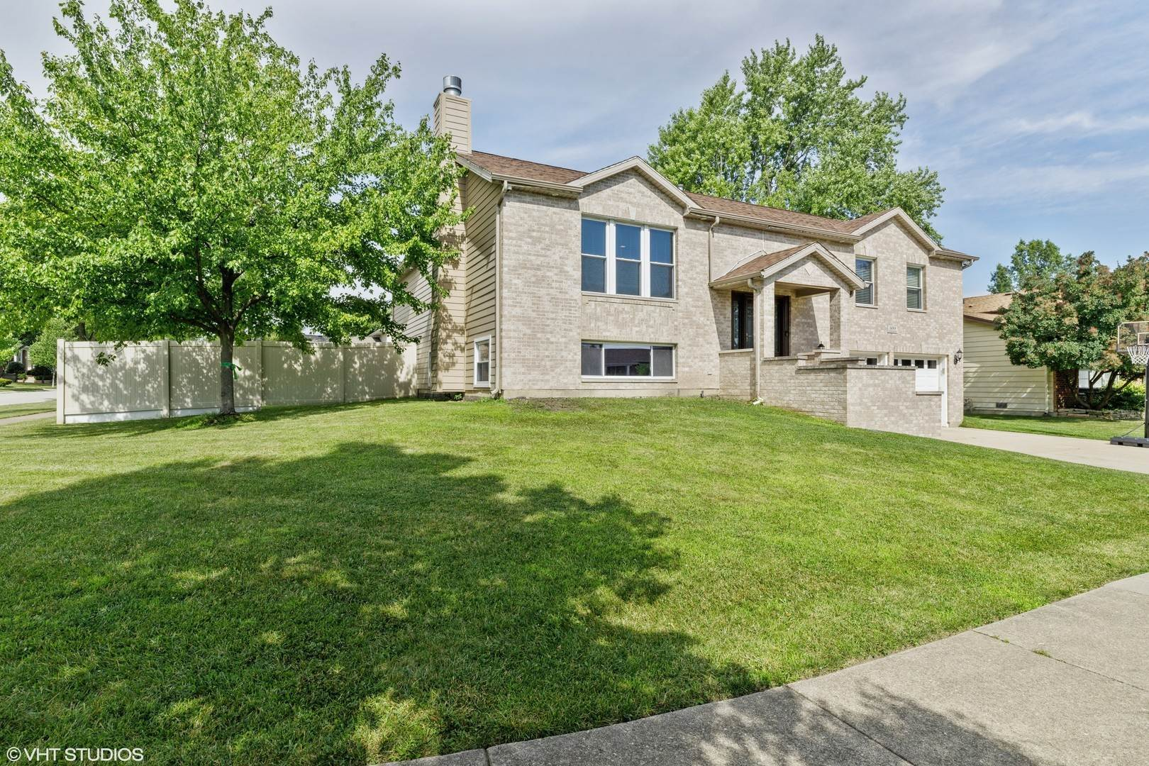 Single Family Homes for Sale at 1488 Kathleen Way Elk Grove Village, Illinois 60007 United States