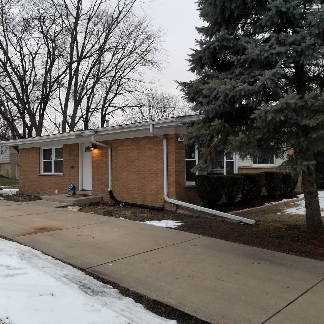 Single Family Homes for Sale at 348 W Arquilla Drive Glenwood, Illinois 60425 United States