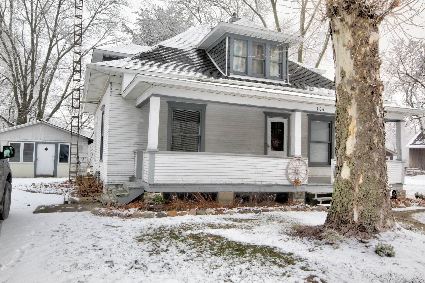 Single Family Homes for Sale at 104 Anderson Street Woodland, Illinois 60974 United States