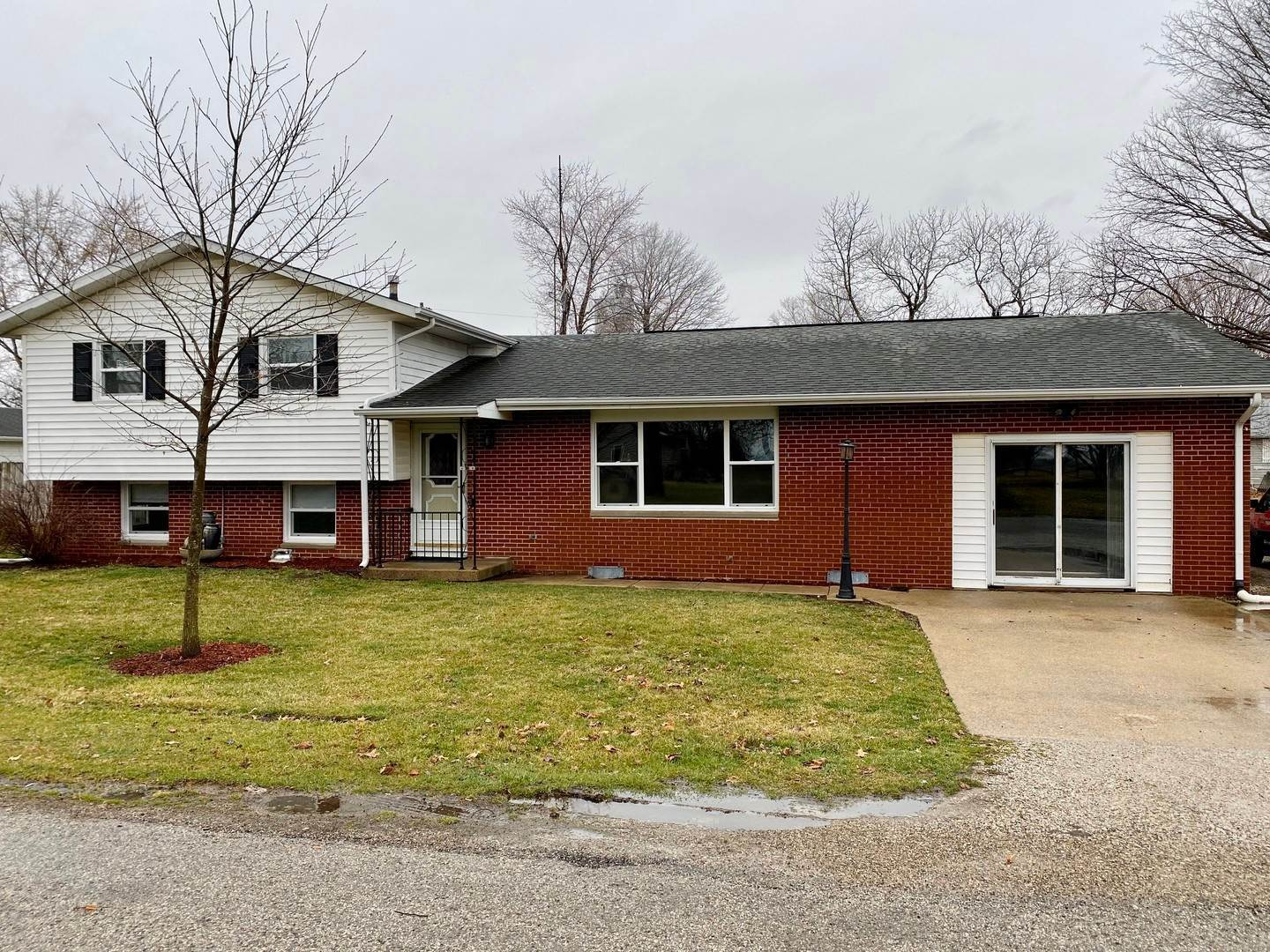 Single Family Homes for Sale at 103 Cherry Drive Fithian, Illinois 61844 United States