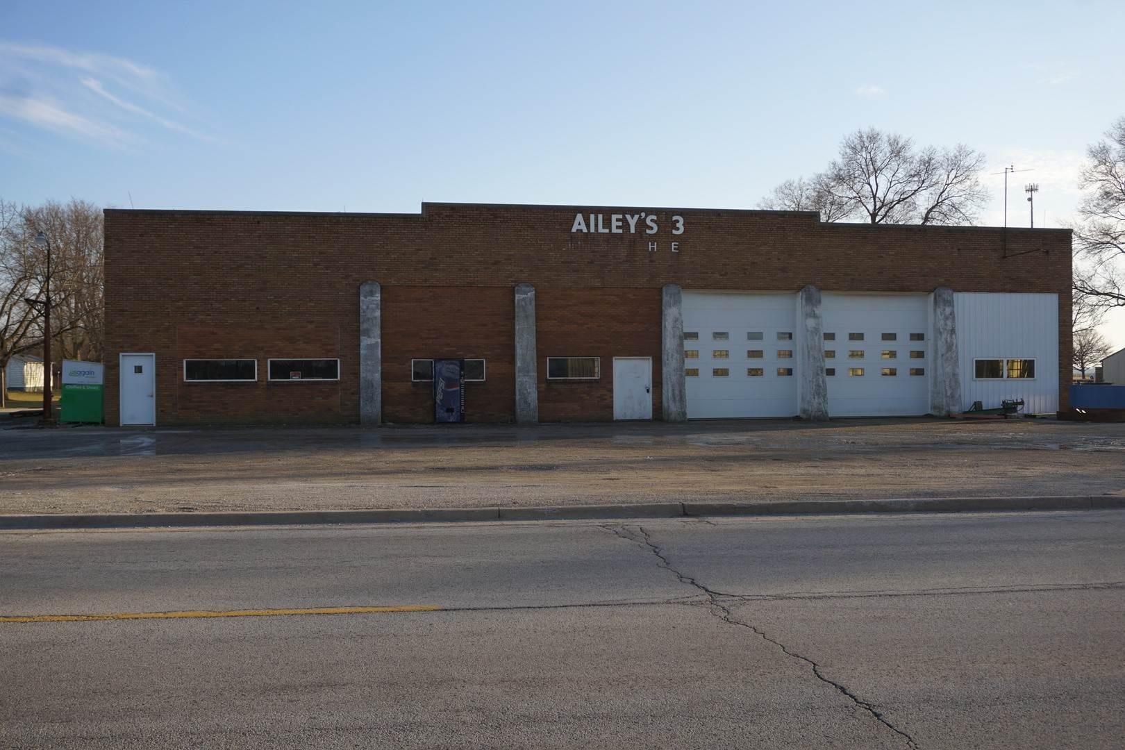 Business Opportunity for Sale at 103 Main Street Crescent City, Illinois 60928 United States