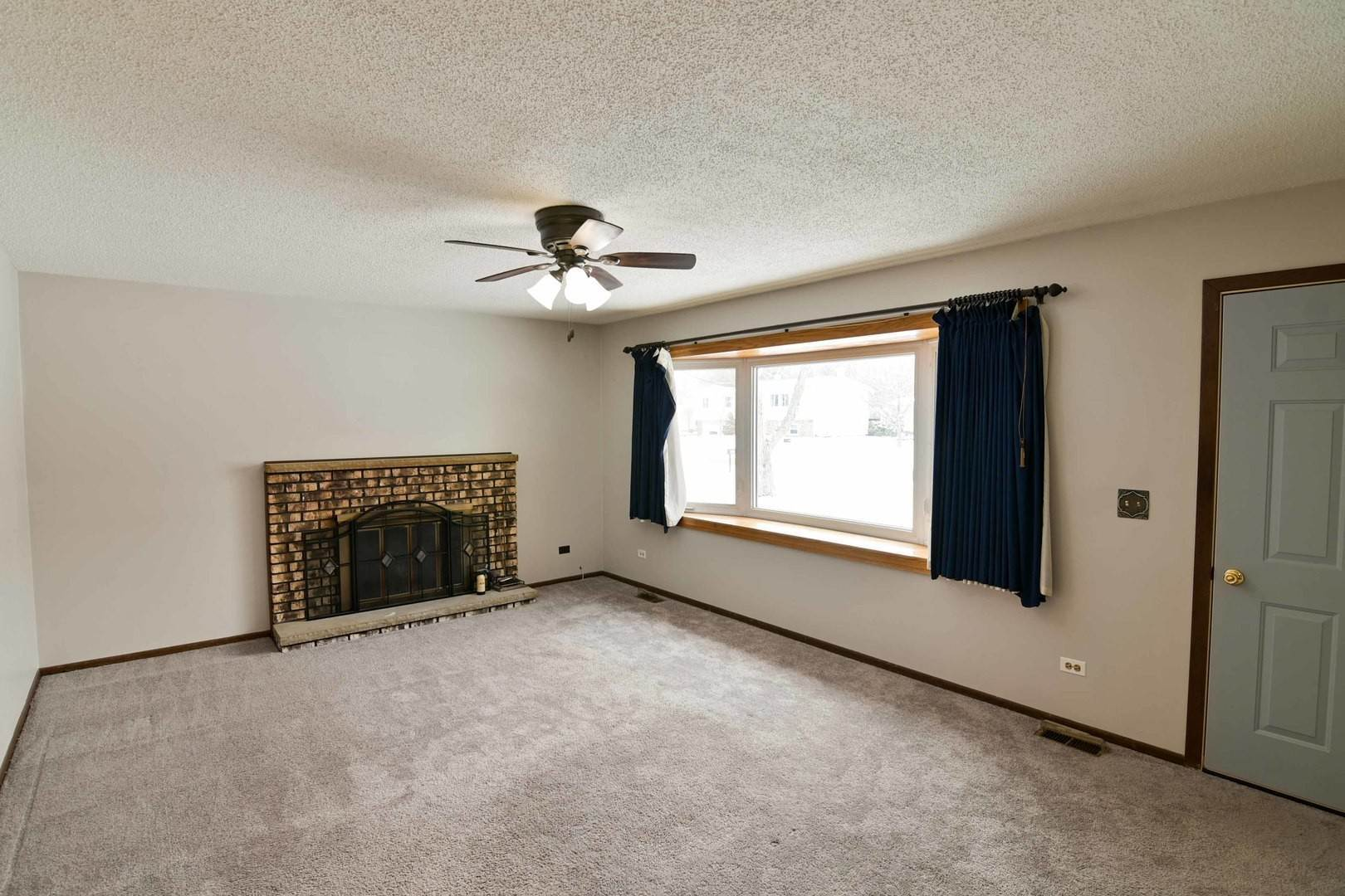 Single Family Homes for Sale at 1403 Landon Avenue Winthrop Harbor, Illinois 60096 United States