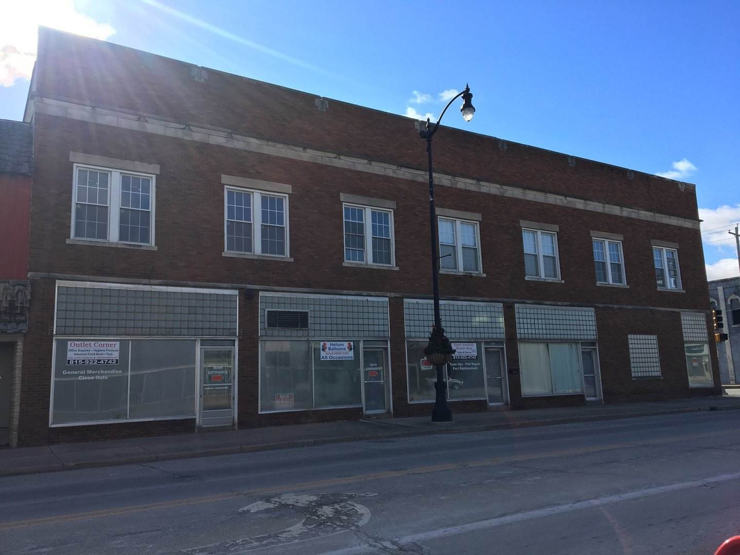 Commercial for Sale at 203 E Walnut Street Watseka, Illinois 60970 United States