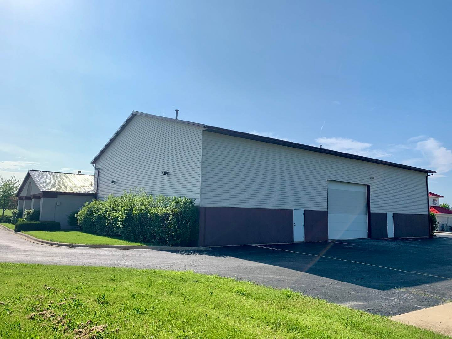 Commercial for Sale at 393 Southcreek Drive Manteno, Illinois 60950 United States