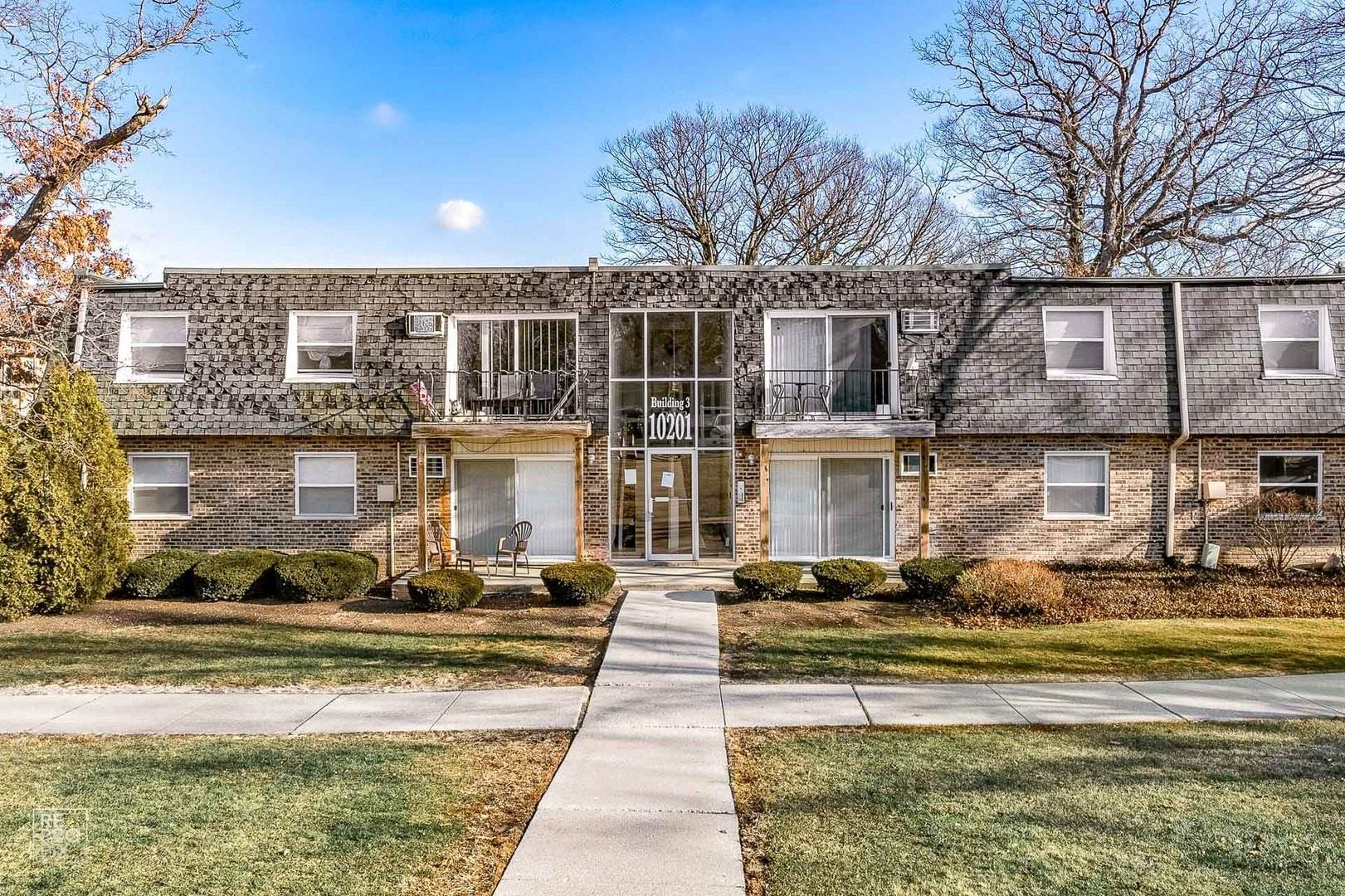 Residential Lease at 10201 S 86th Terrace Palos Hills, Illinois 60465 United States