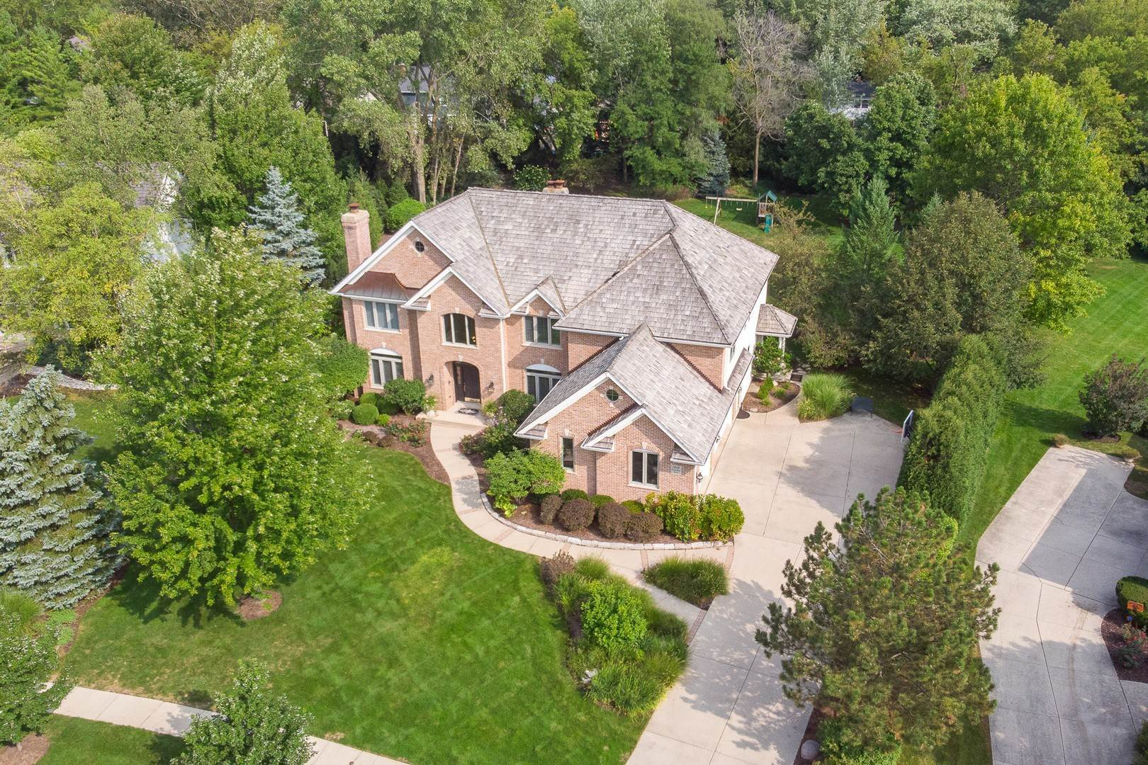 Single Family Homes for Sale at 1312 Canterbury Circle Libertyville, Illinois 60048 United States