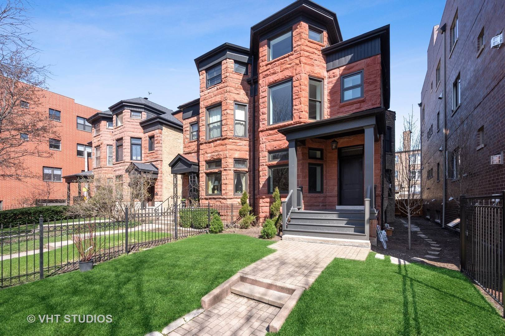 Single Family Homes for Sale at 4139 N Kenmore Avenue Chicago, Illinois 60613 United States