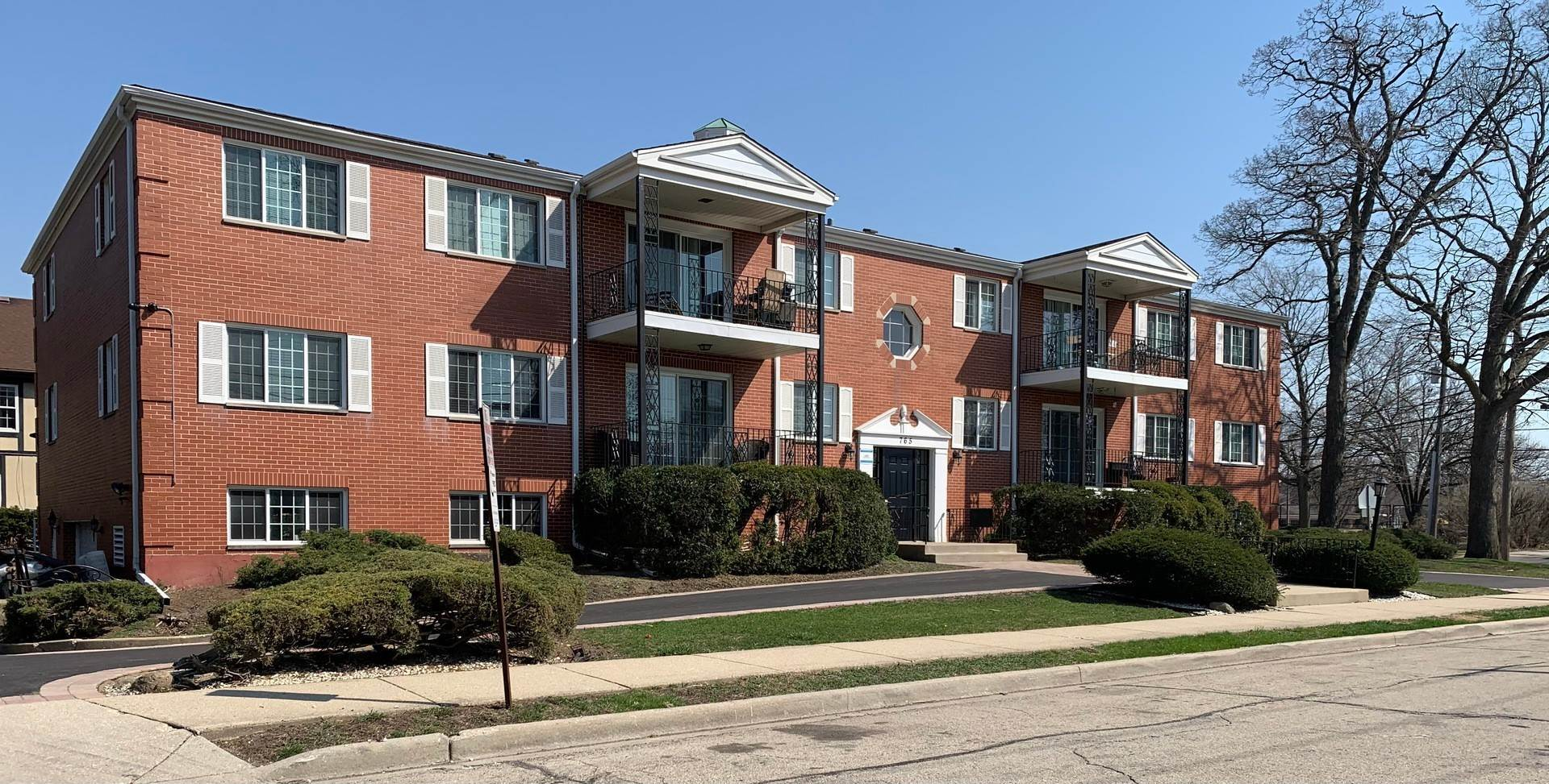 Residential Lease الساعة 765 Garland Place Des Plaines, Illinois 60016 United States