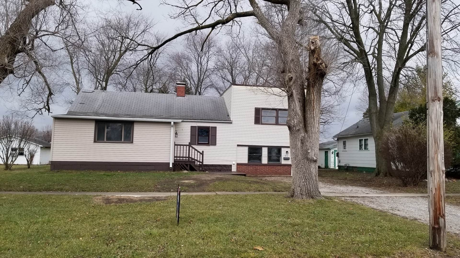 Single Family Homes for Sale at 816 W Washington Street Hoopeston, Illinois 60942 United States