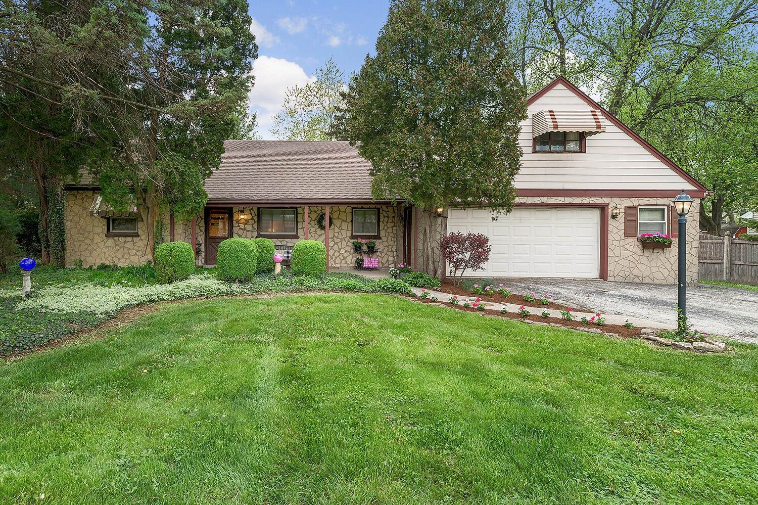 Single Family Homes for Sale at 5728 Willow Springs Road La Grange Highlands, Illinois 60525 United States
