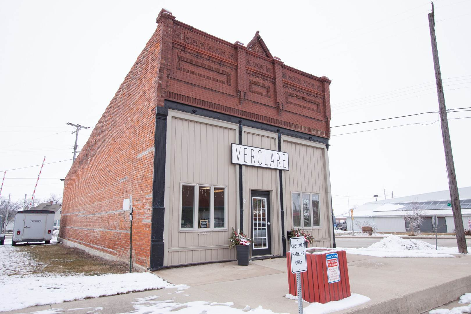 Commercial for Sale at 202 S Veto Street Chenoa, Illinois 61726 United States