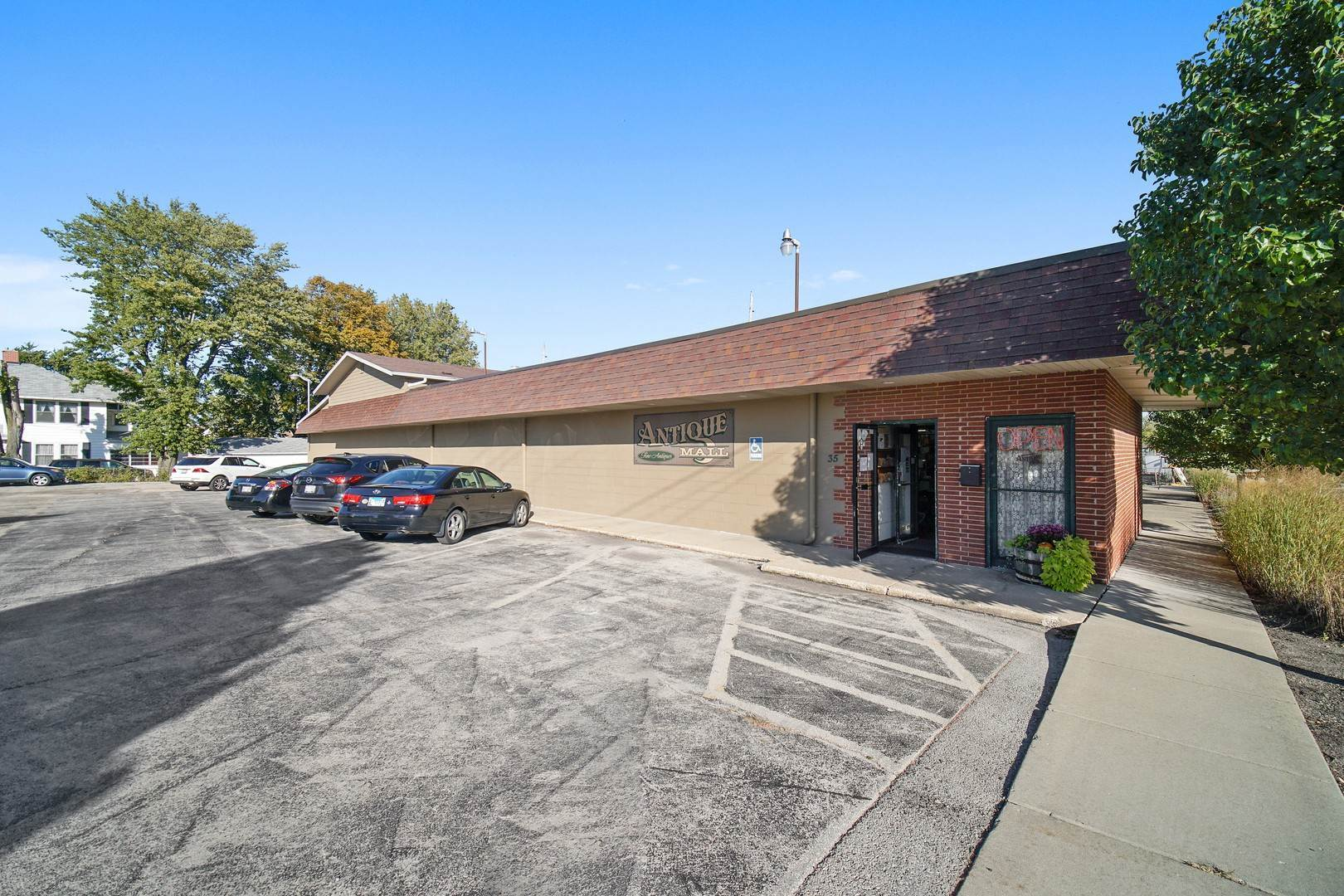 Business Opportunity for Sale at 35 E Third Street Manteno, Illinois 60950 United States