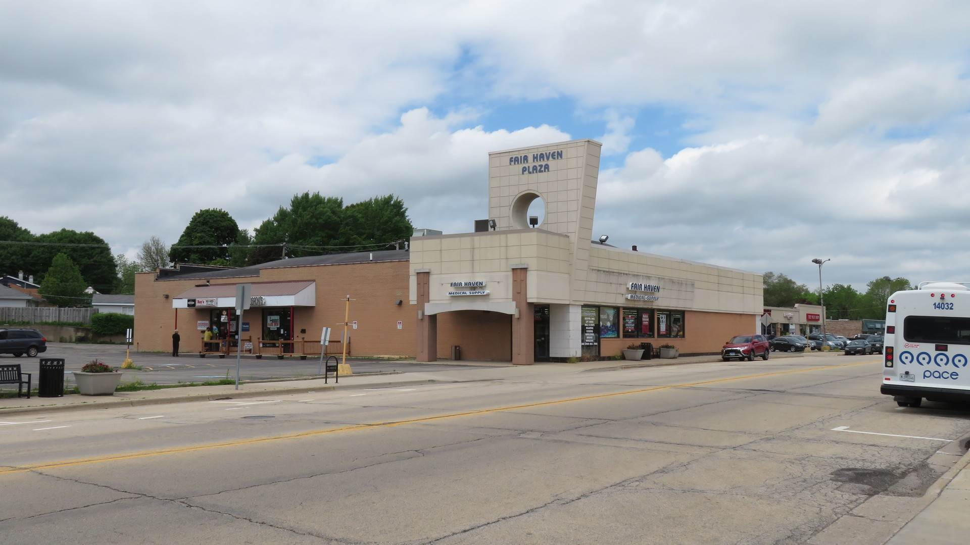 Commercial for Sale at 608 E Hawley Street Mundelein, Illinois 60060 United States