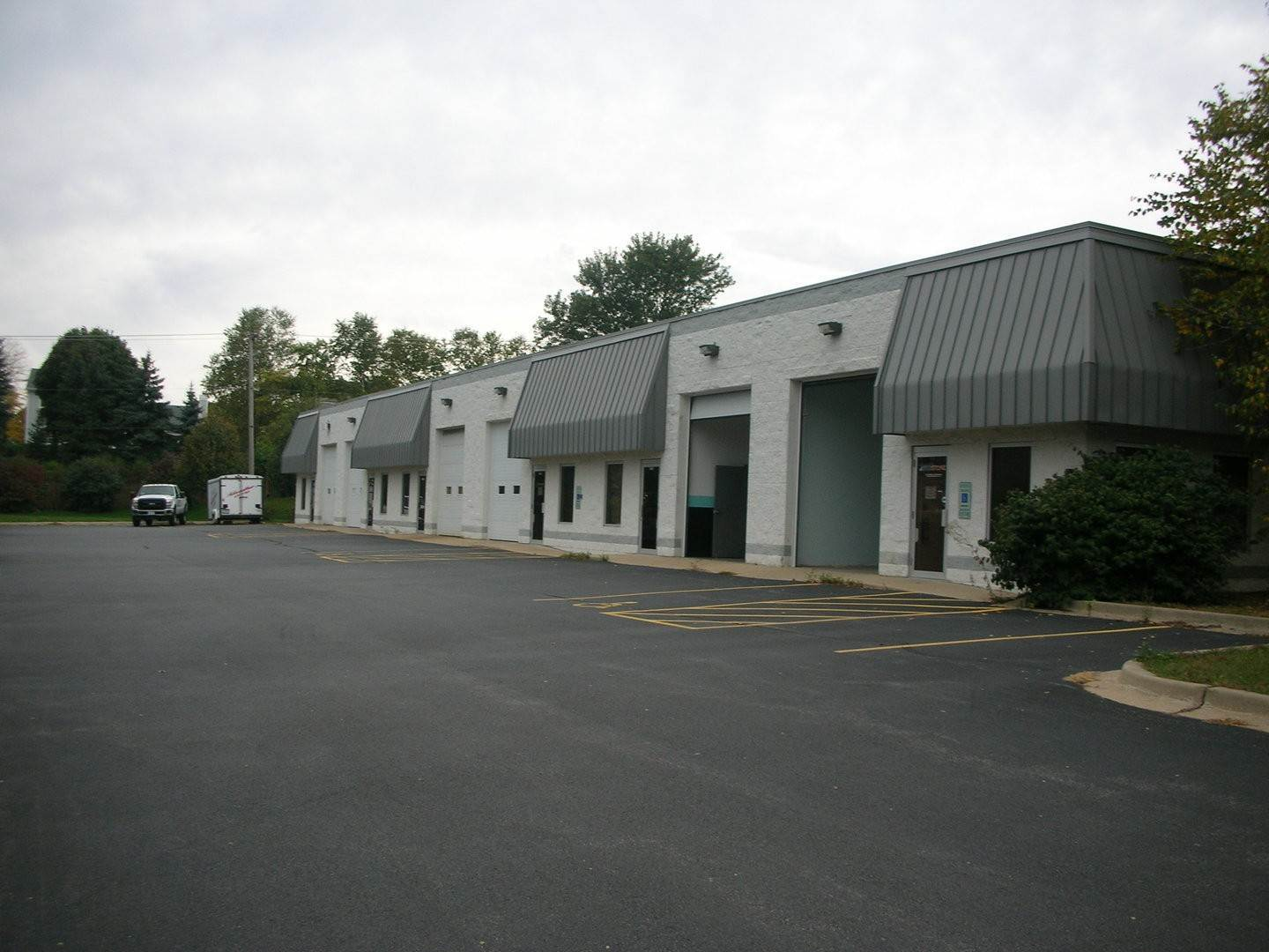 Commercial at 641 Industrial Drive Cary, Illinois 60013 United States