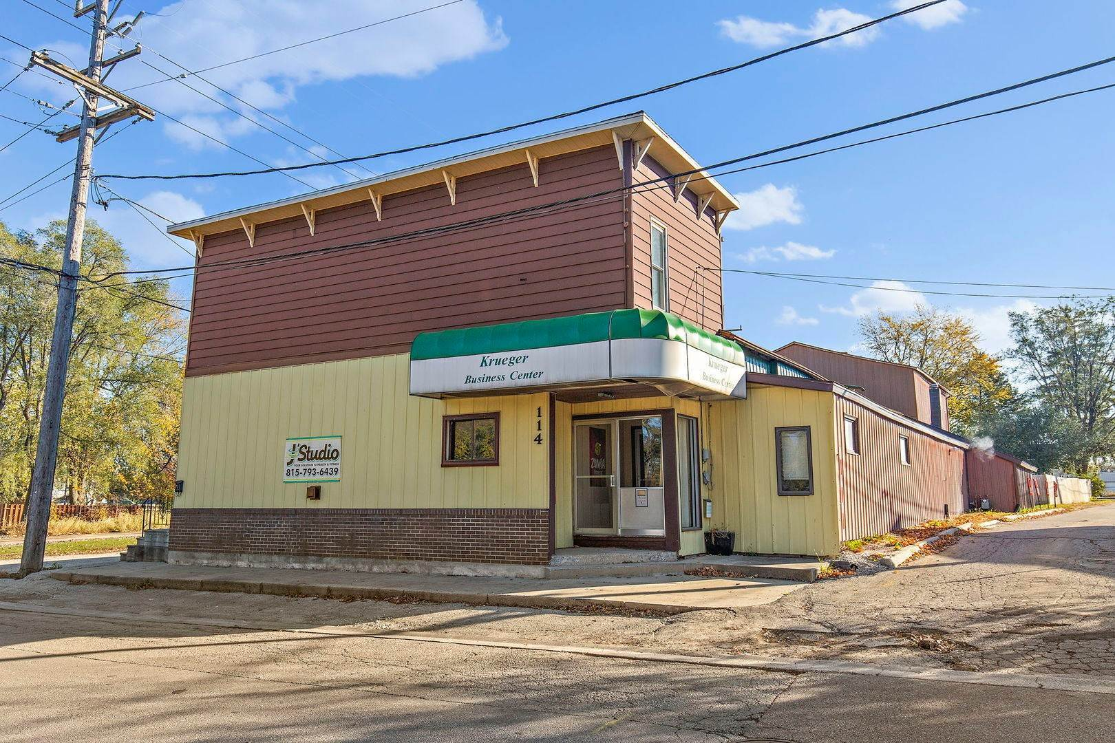 Commercial for Sale at 114 N Washington Street Genoa, Illinois 60135 United States