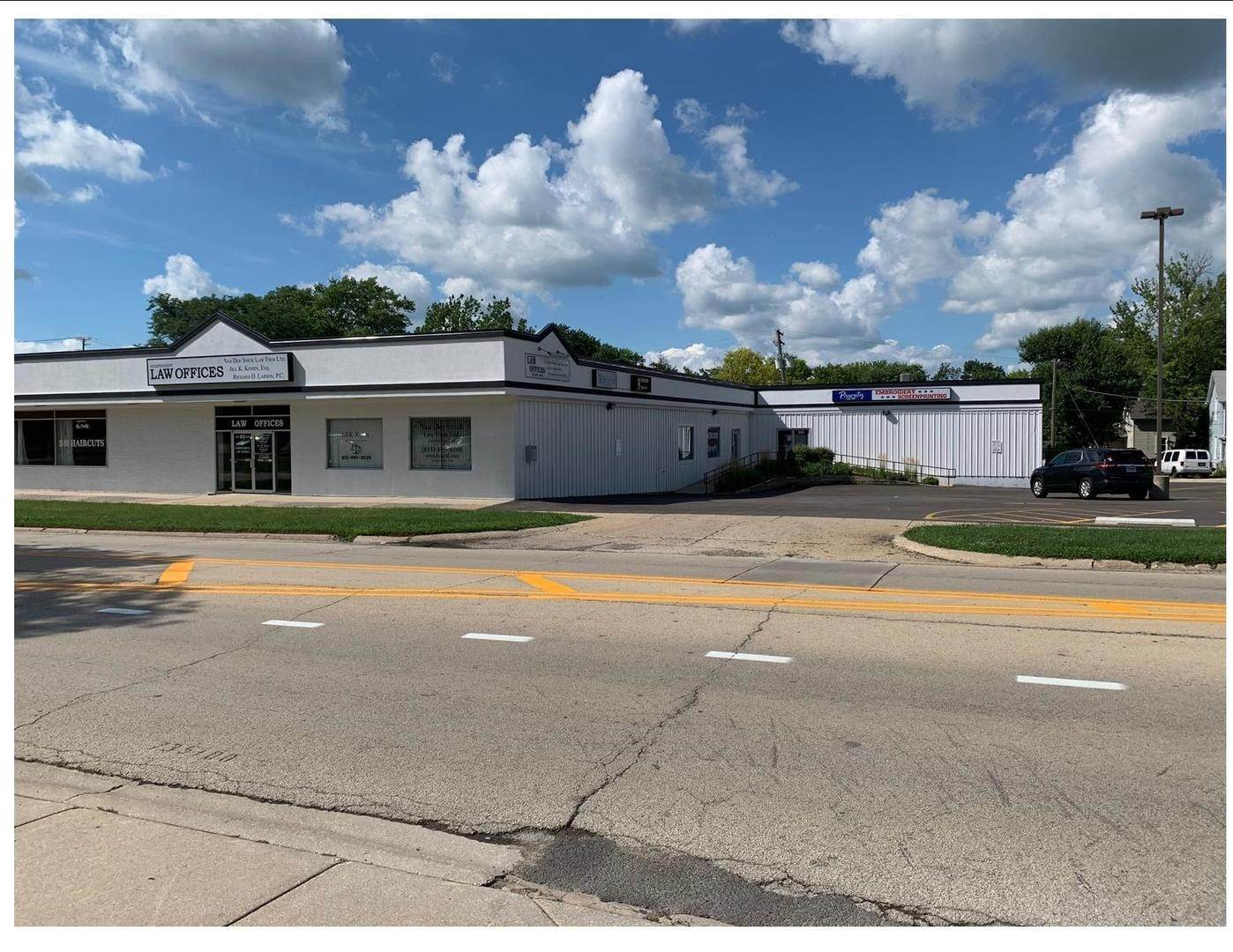 Commercial الساعة 327 E State Street Sycamore, Illinois 60178 United States
