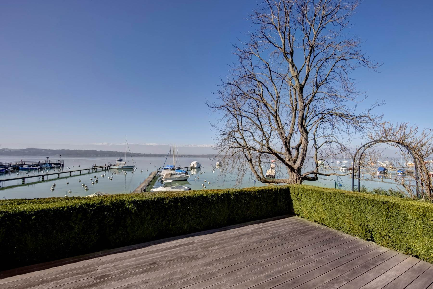 Single Family Homes for Sale at Superb waterfront villa with Jet d'Eau view Cologny Cologny, Geneva 1223 Switzerland
