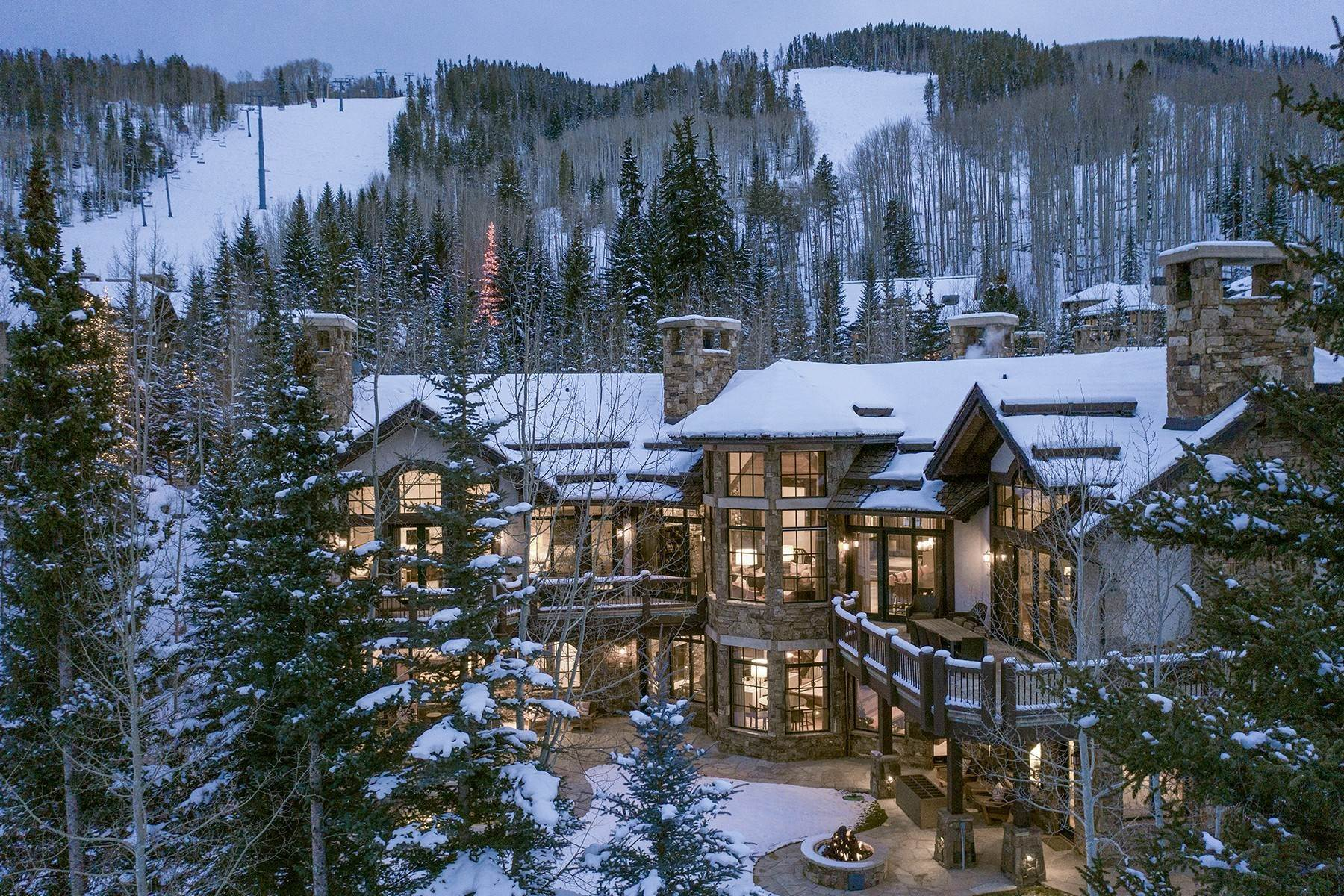 Single Family Homes pour l Vente à Coveted Ski-In/Ski-Out in Vail 615 Forest Place Vail, Colorado 81657 États-Unis