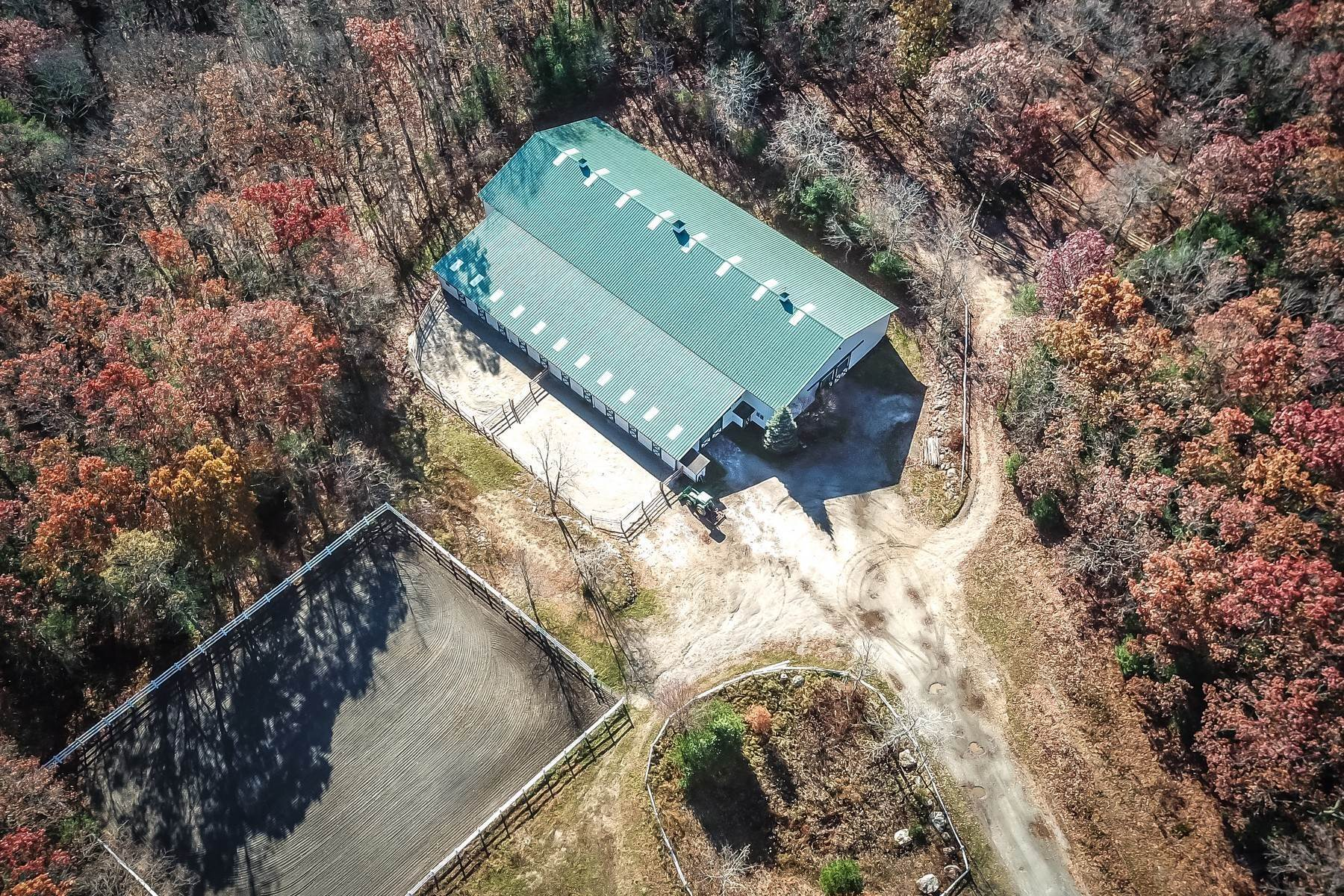 Single Family Homes bei Prodigious Equestrian Facility And Home 34 Great Rock Road Sherborn, Massachusetts 01770 Vereinigte Staaten
