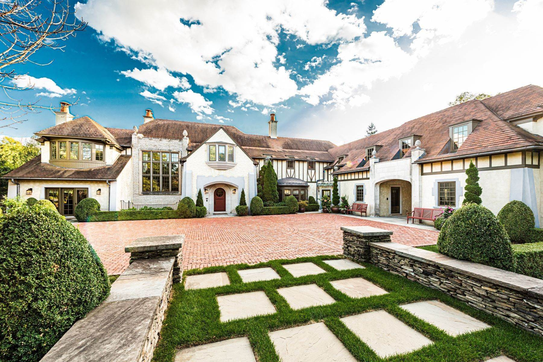 Single Family Homes für Verkauf beim Versailles Inspired Estate in Prestigious Hinsdale 340 E 8th St Hinsdale - DuPage County, Illinois 60521 Vereinigte Staaten