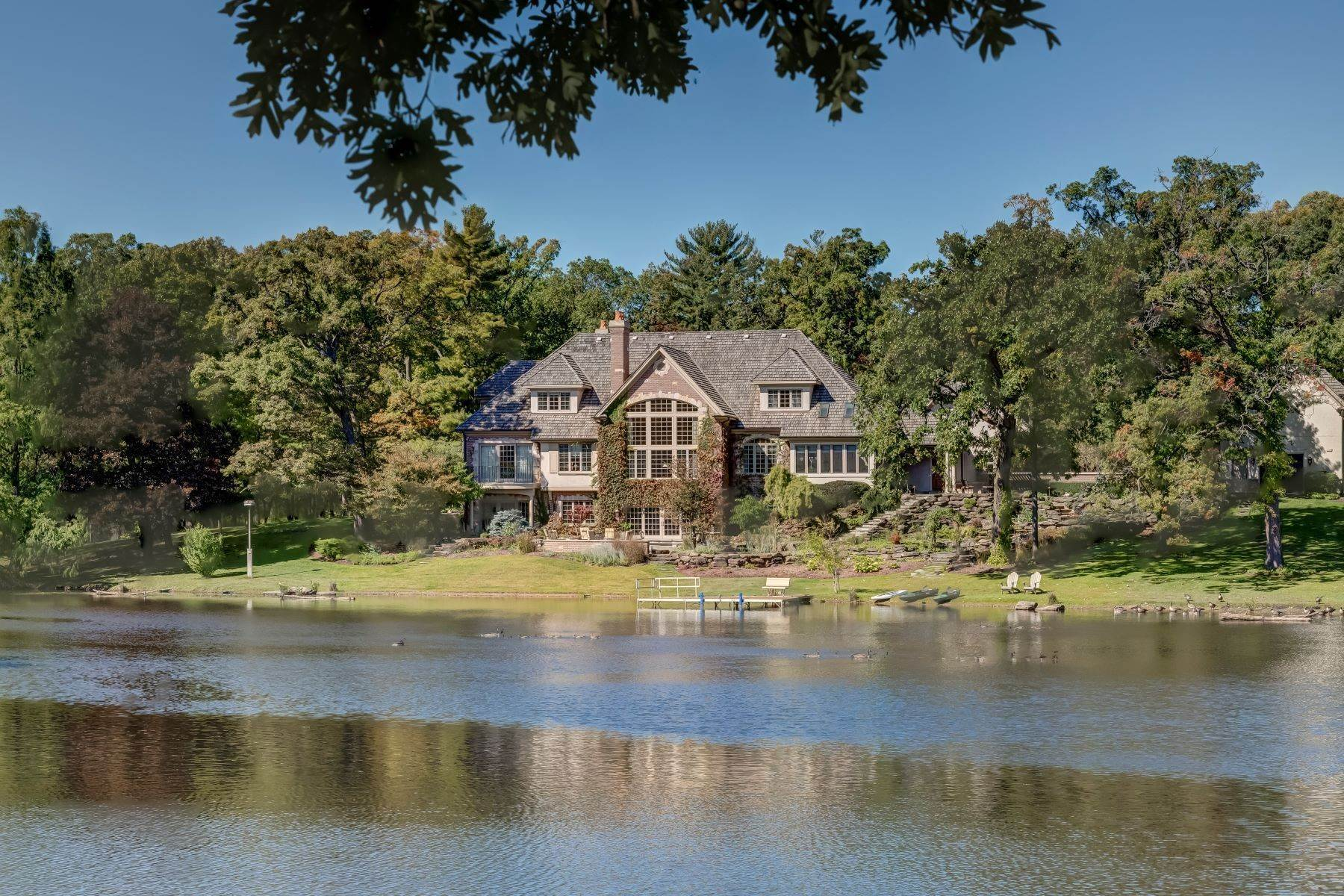 Single Family Homes pour l Vente à Understated Elegance 16n009 Healy Road Barrington Hills, Illinois 60010 États-Unis