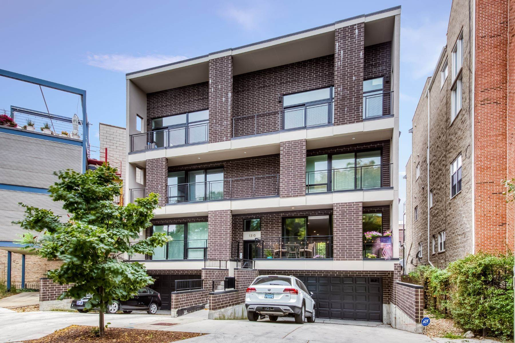 Duplex Homes for Sale at Recently Built Old Town Three Bedroom 1310 N Cleveland Avenue, Unit 1N Chicago, Illinois 60610 United States
