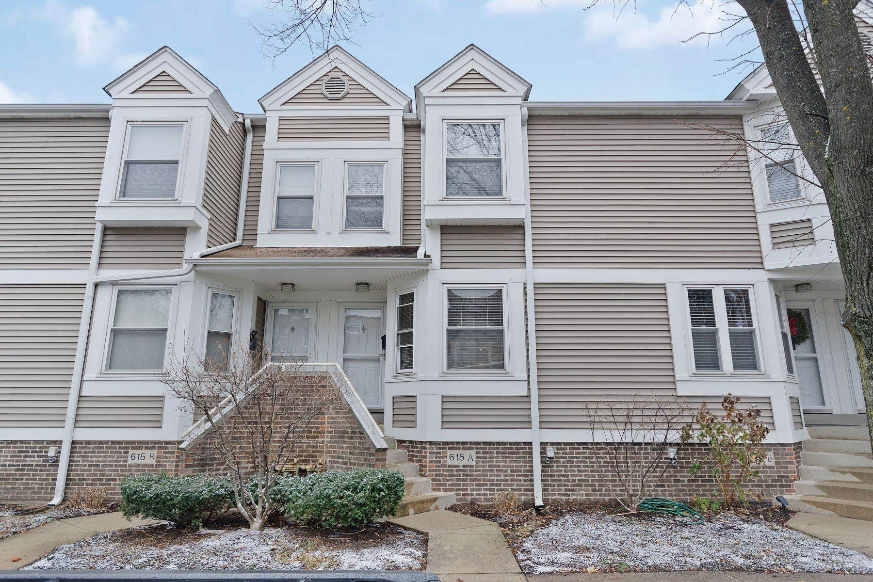 townhouses for Sale at Rarely Available Custer Row Townhome 615 Custer Avenue, Unit A Evanston, Illinois 60202 United States