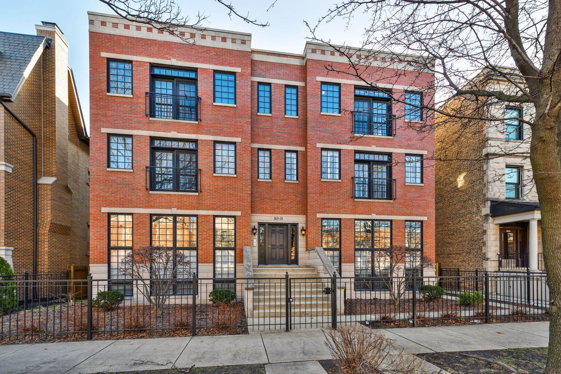 Duplex Homes for Sale at Rarely Available Southport Corridor Duplex 3621 N Lakewood Avenue, Unit 1S Chicago, Illinois 60613 United States