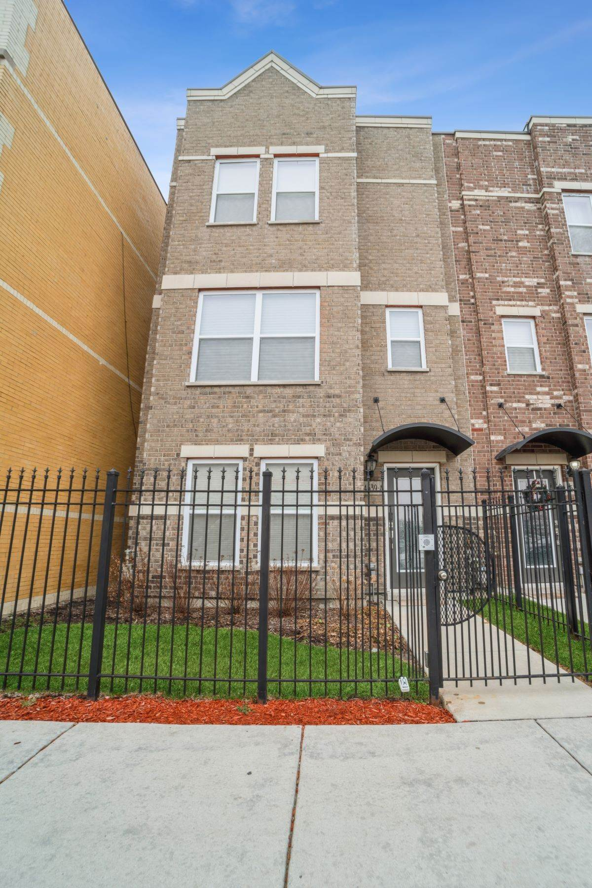 townhouses for Sale at Stunning Three Story Townhome 4639 S Lake Park Avenue, Unit A Chicago, Illinois 60653 United States