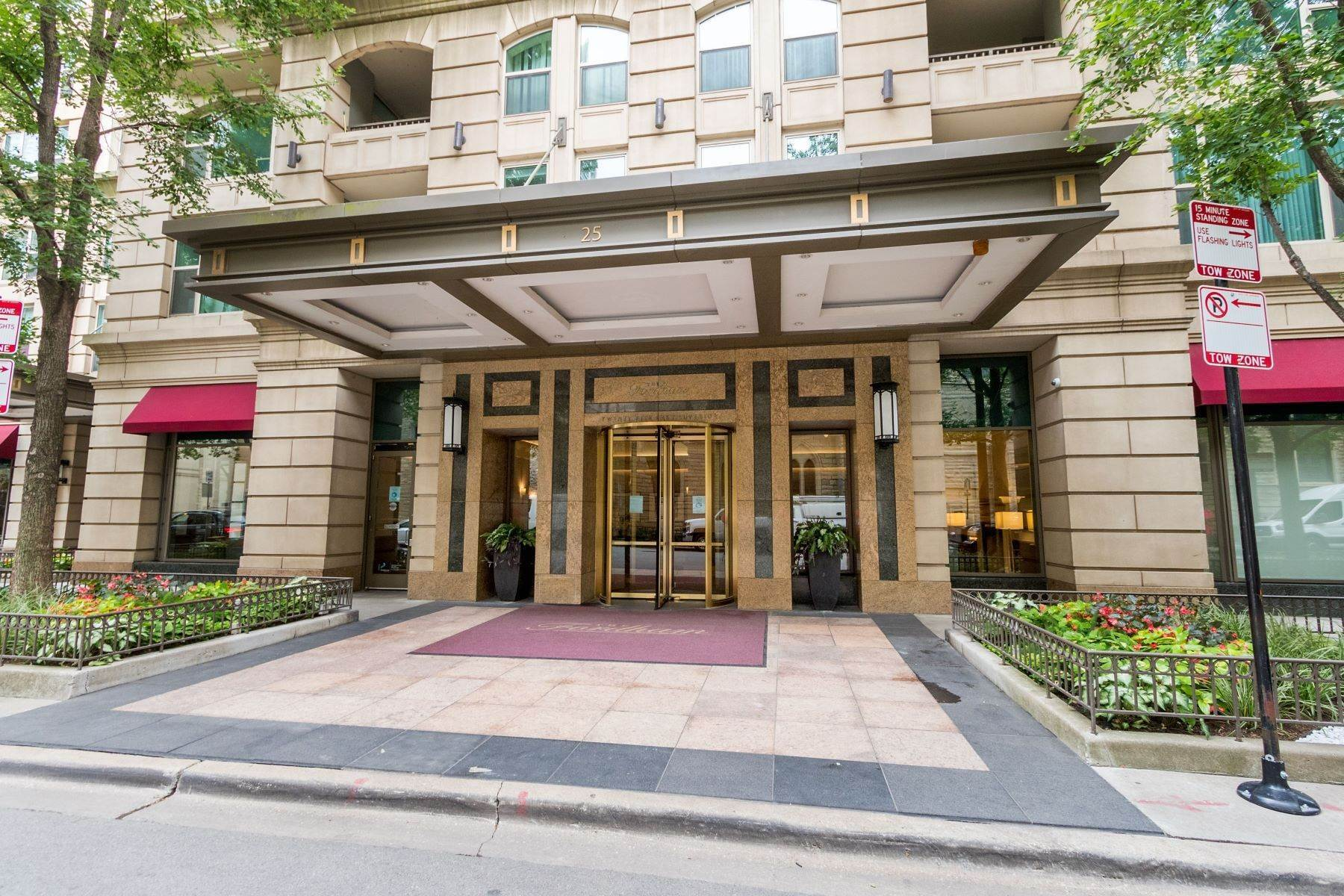 Condominiums for Sale at Corner Townhouse at The Fordham 25 E Superior Street, Unit 11D Chicago, Illinois 60611 United States