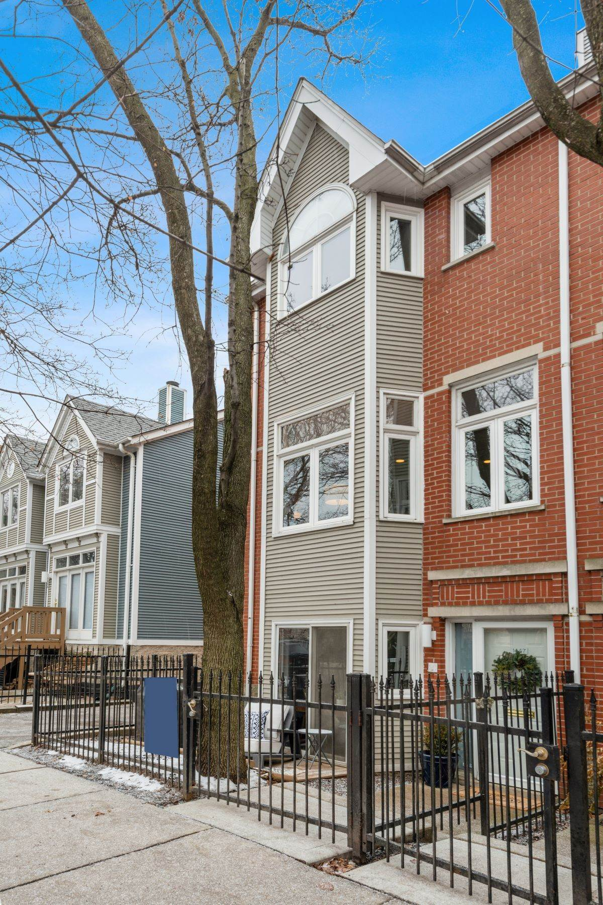 townhouses for Sale at Thoughtfully Designed and Beautifully Renovated Home 1447 W Wrightwood Avenue Chicago, Illinois 60614 United States