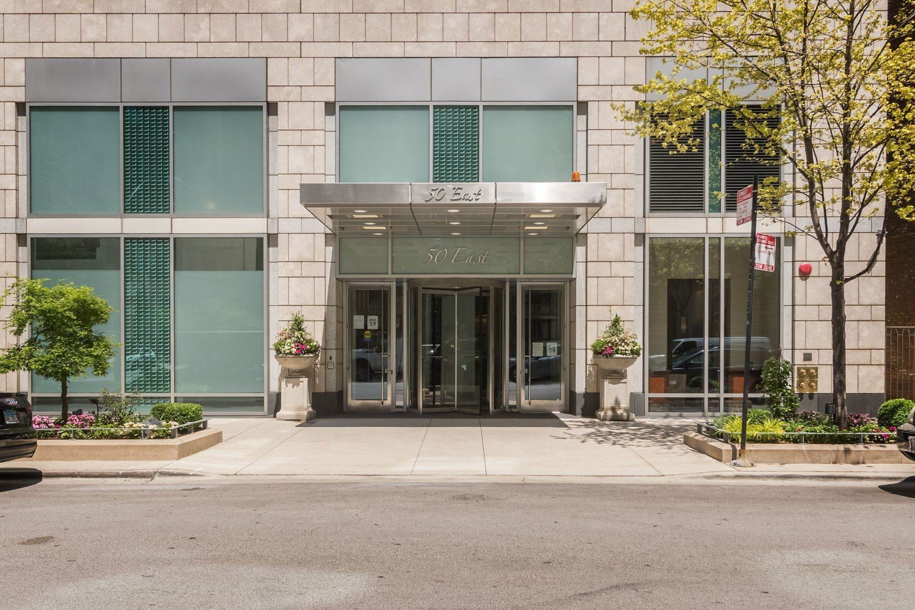 Condominiums for Sale at Spectacular Full Floor Residence 50 E Chestnut Street, Unit 2601 Chicago, Illinois 60611 United States